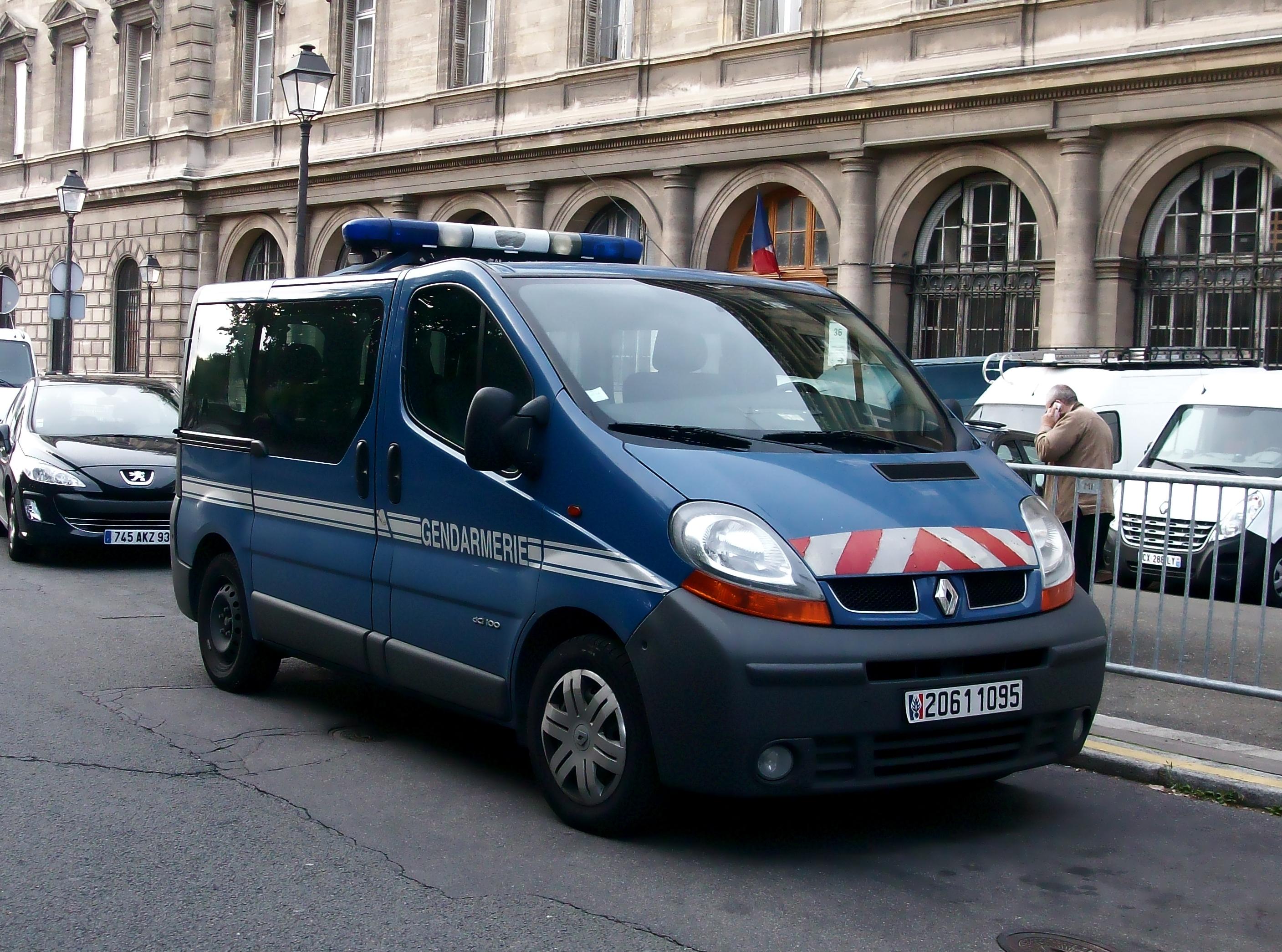 file renault trafic gendarmerie nationale  septembre 2013 paris jpg
