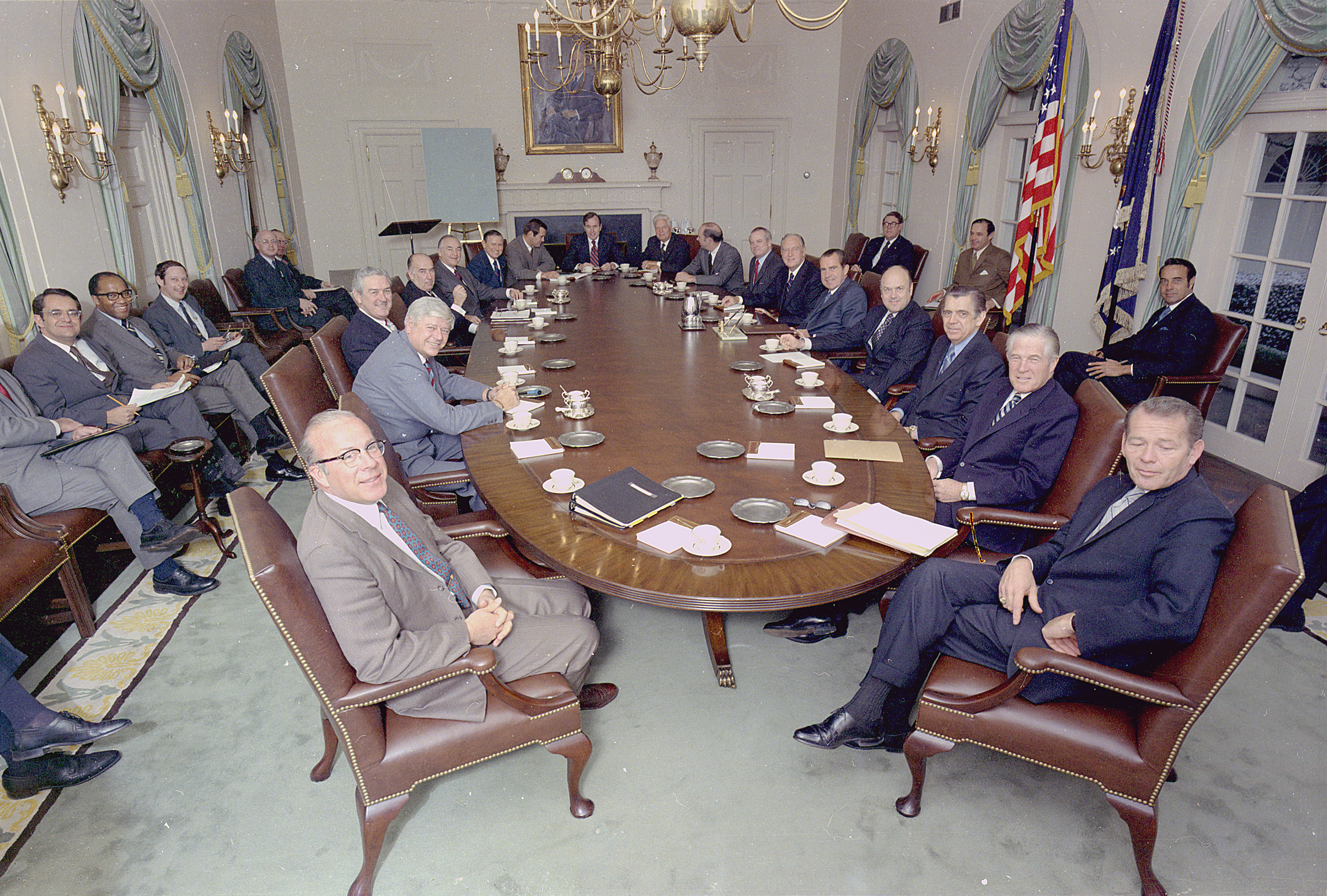 File:Richard M. Nixon posing with his cabinet in the cabinet room ...
