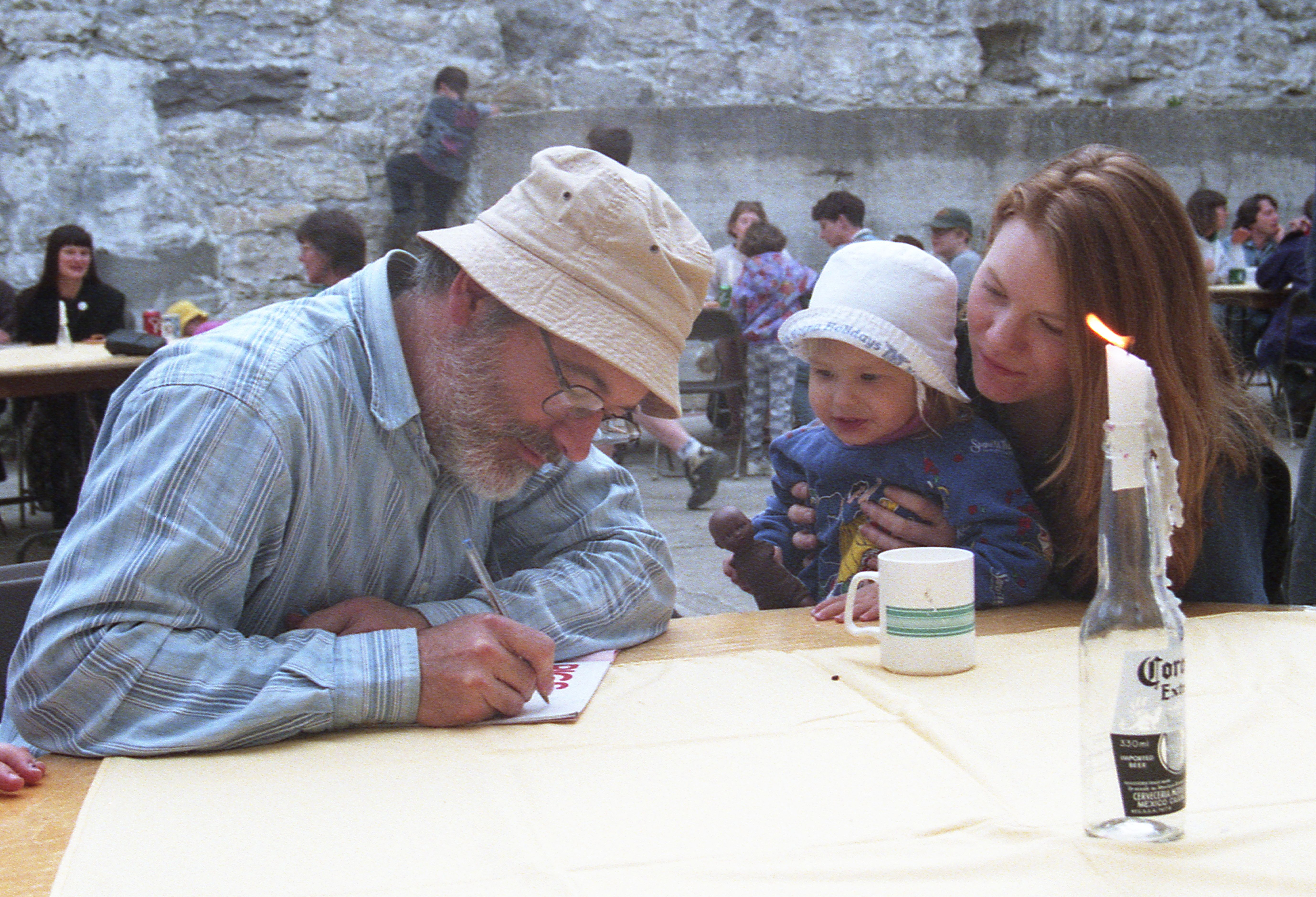 Munsch signs autograph for a young fan at [[Guelph, Ontario|Guelph, Ontario, Canada]] in 1997