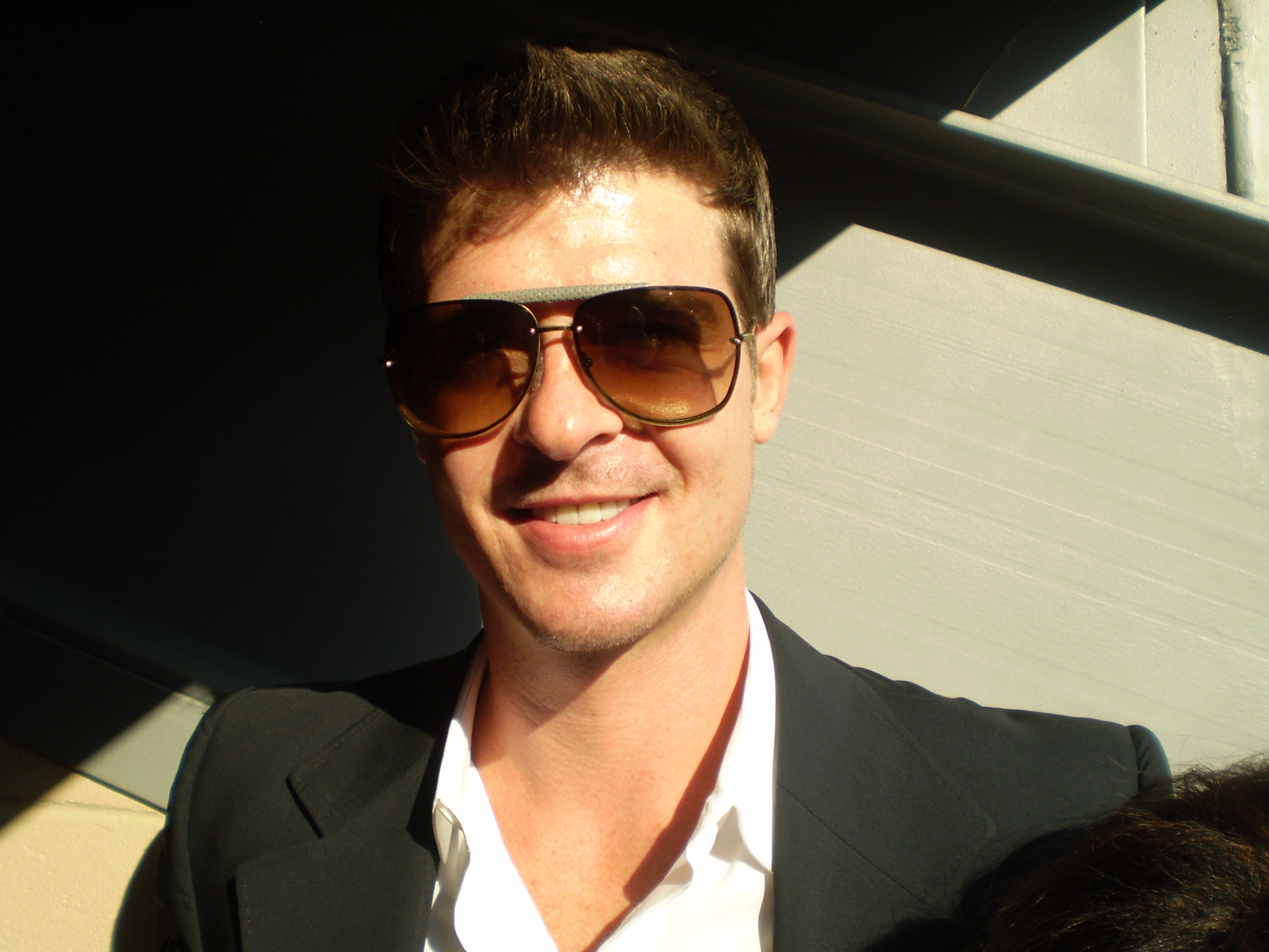 Description Robin Thicke.jpg