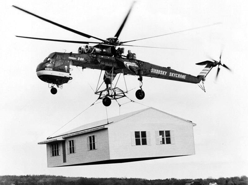 Fichier:Sikorsky Skycrane carrying house bw.jpg