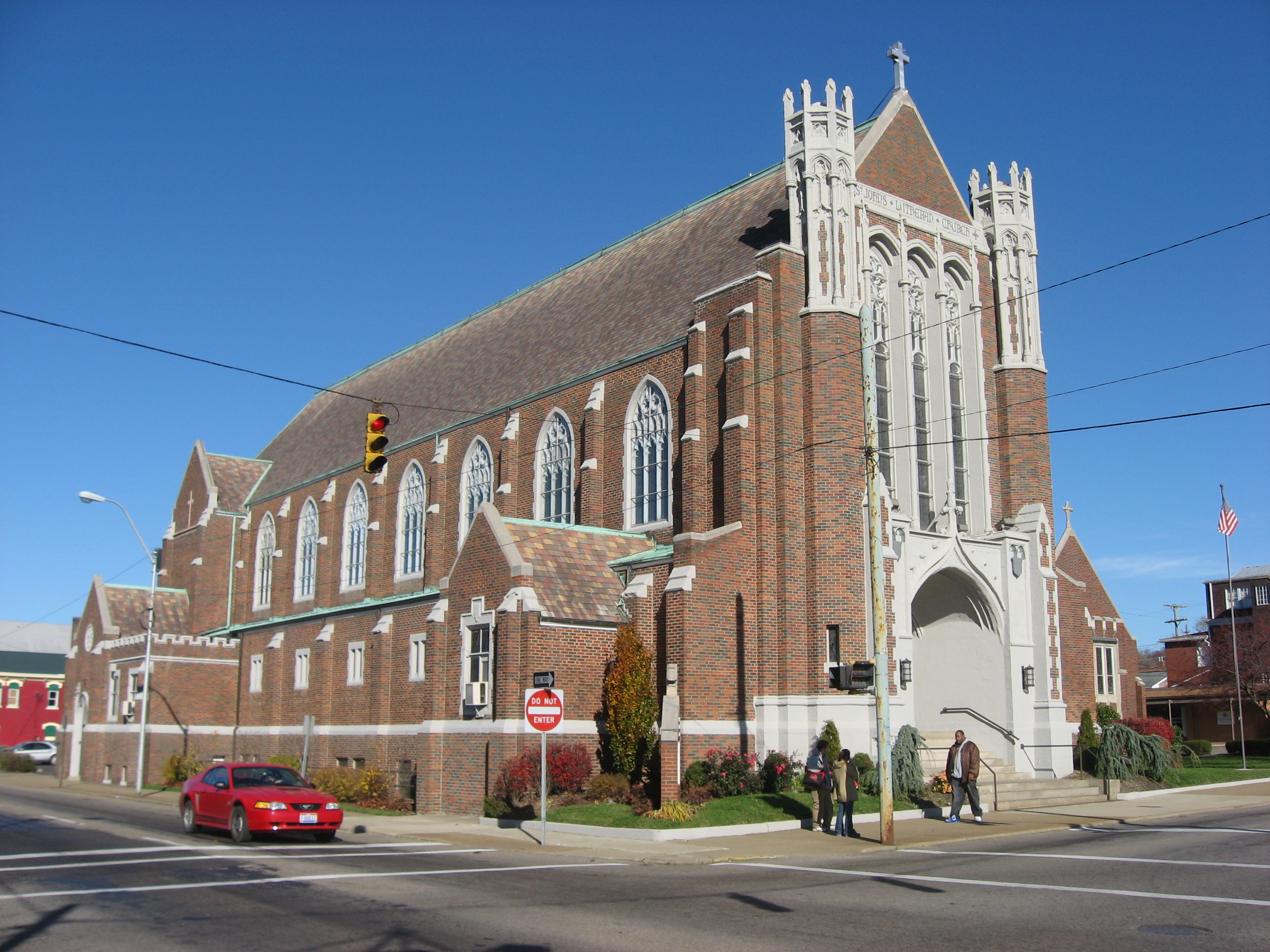 https://upload.wikimedia.org/wikipedia/commons/f/fd/St._John%27s_Lutheran_Church%2C_Zanesville.jpg