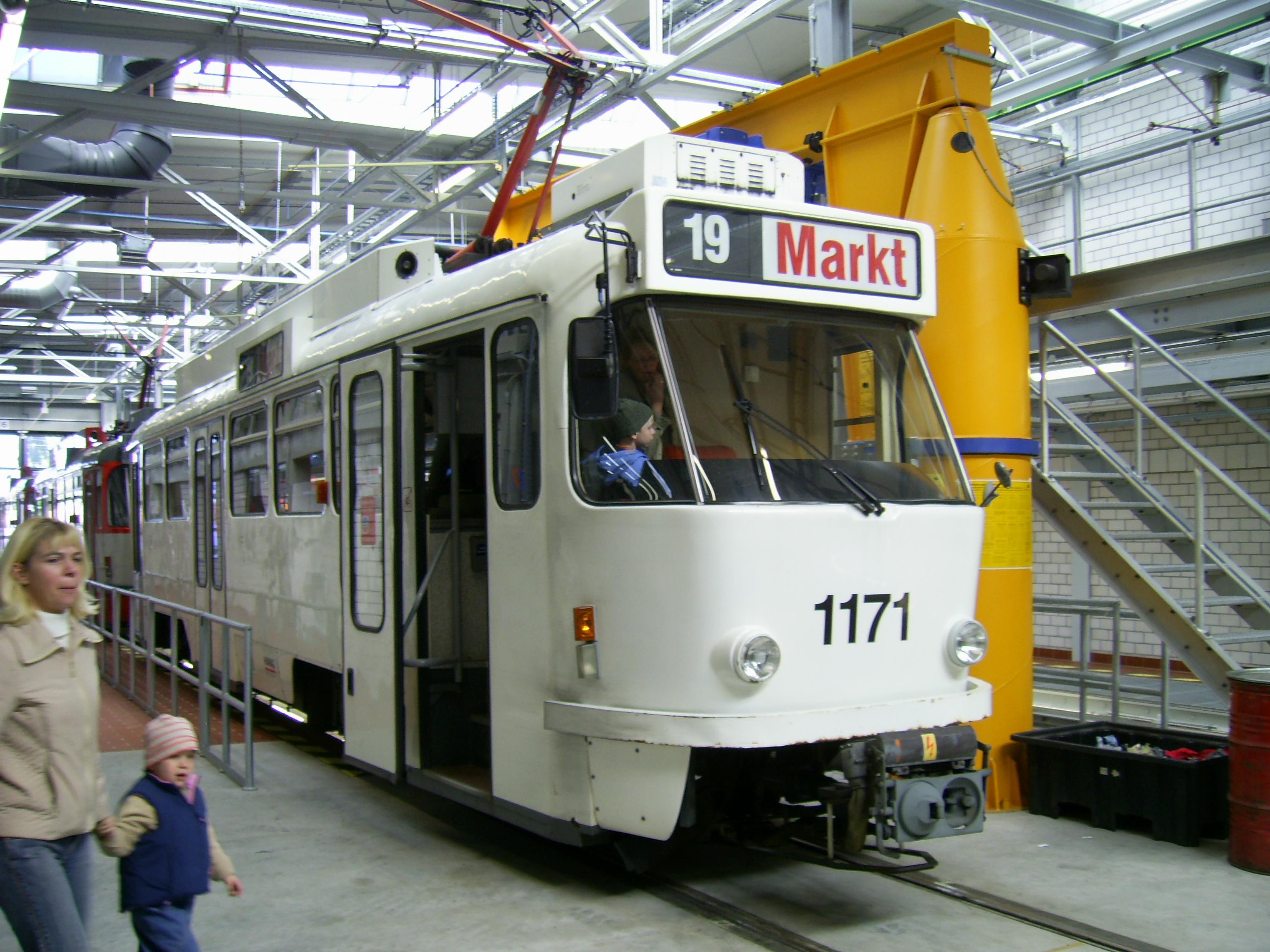 File:Strassenbahn Halle Tw 1171.JPG