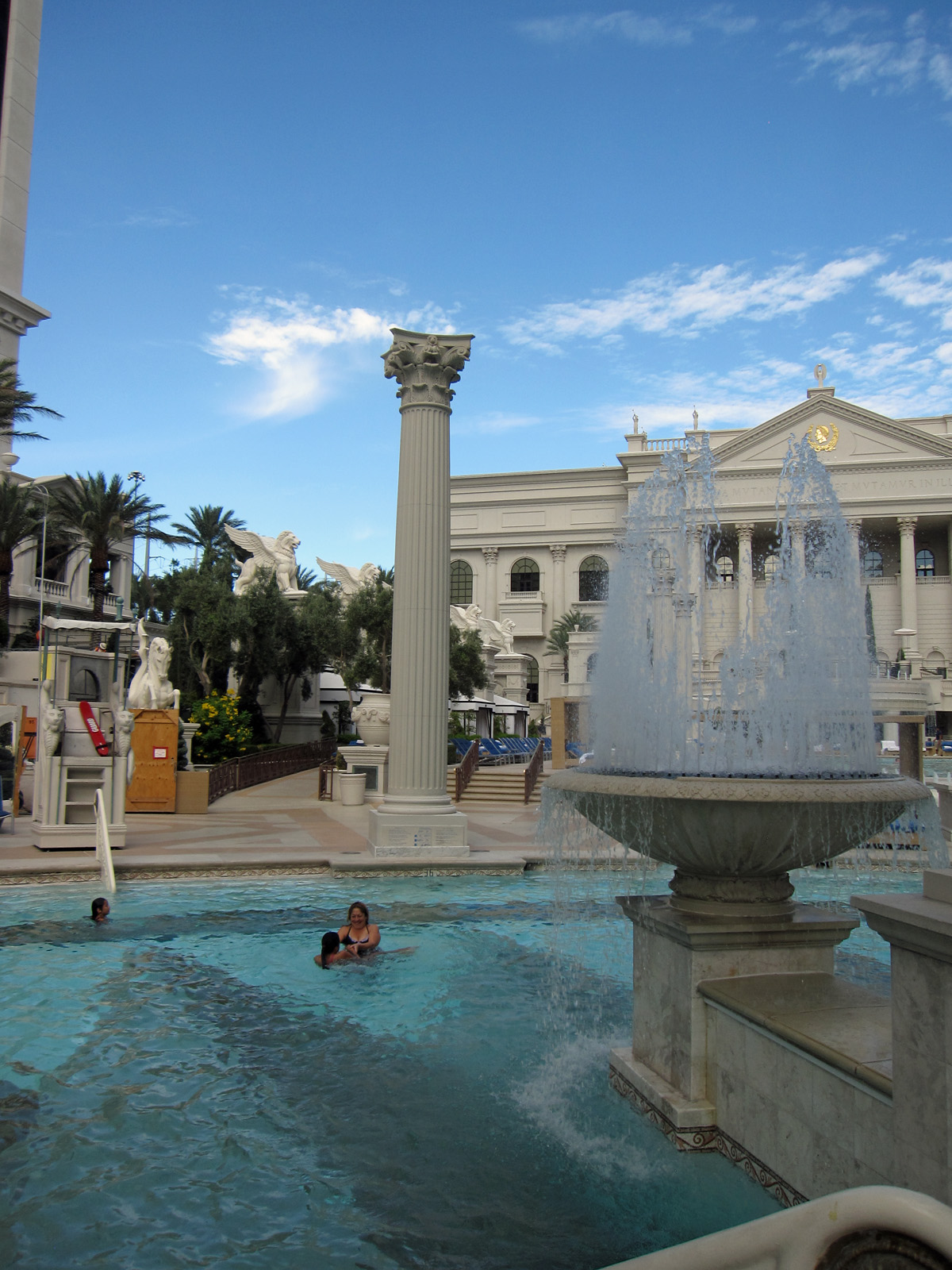 Best Las Vegas Hotels That Give Rooms