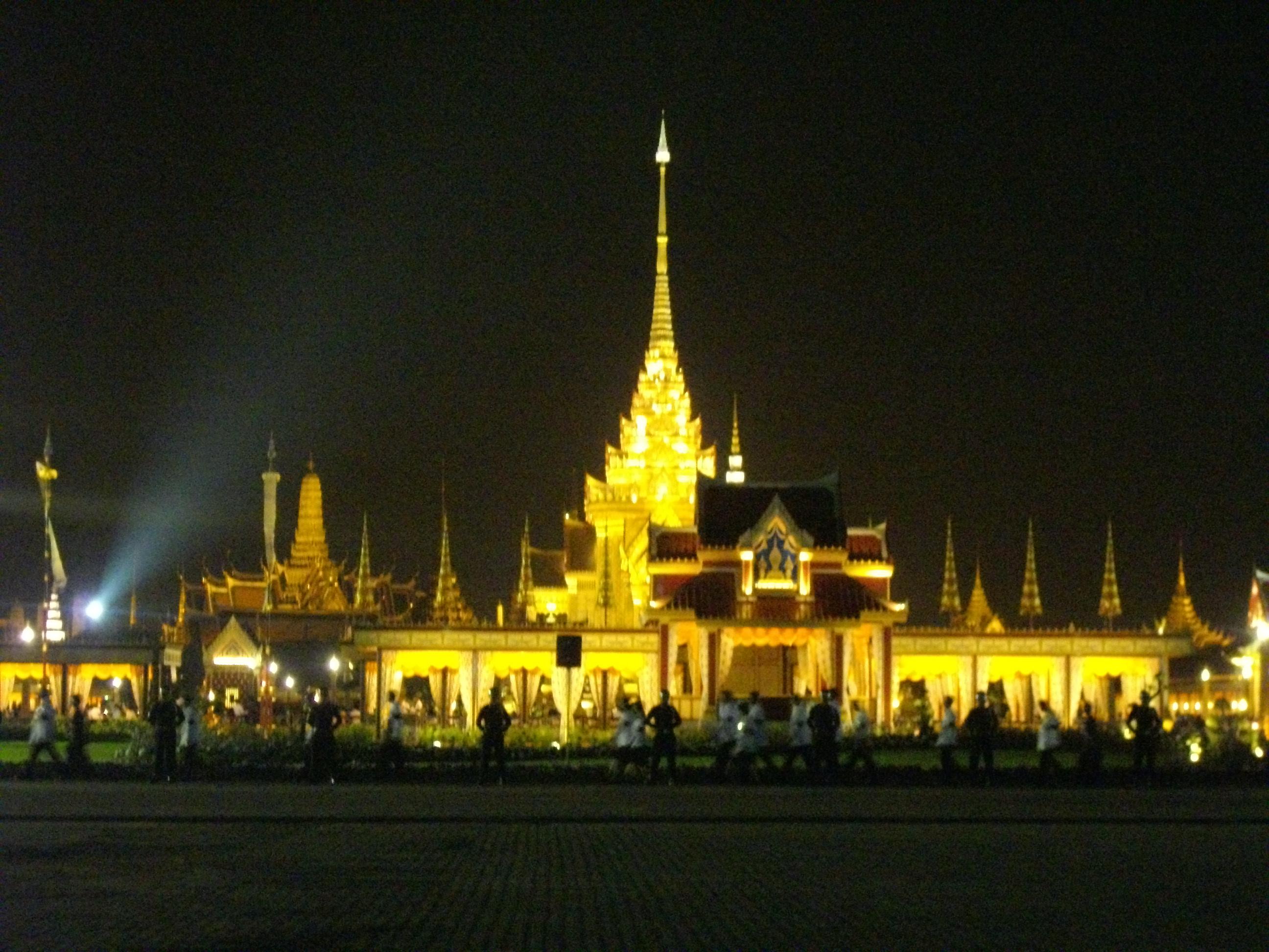 File:The Royal Crematorium of Princess Galyani at Sanam Luang at night.jpg - ...