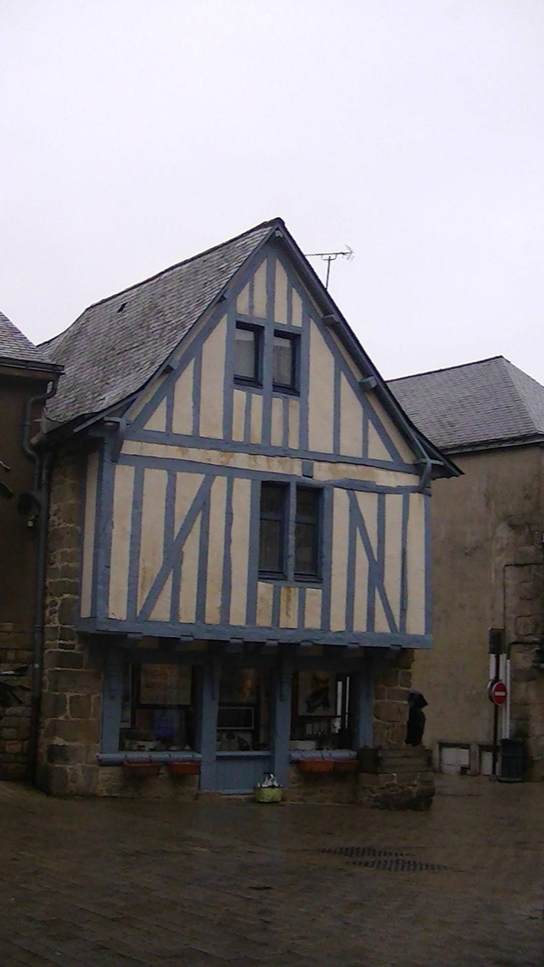 File:Timber framed house, Guérande.JPG - Wikimedia Commons