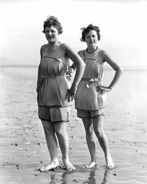 Old Fashioned Swimsuit Fancy Dress