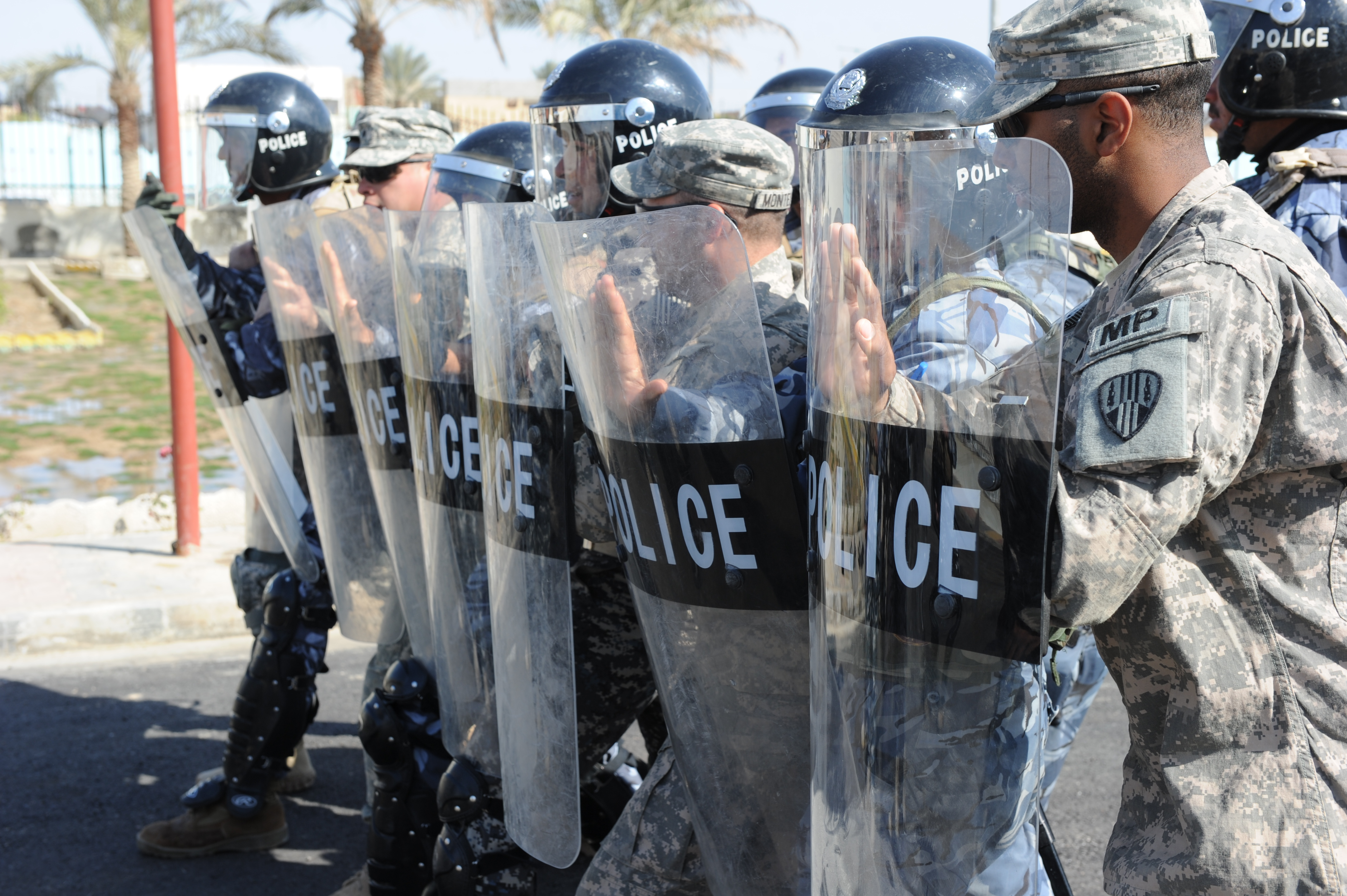 File:U.S. Soldiers with the 442nd Military Police Company, New ...