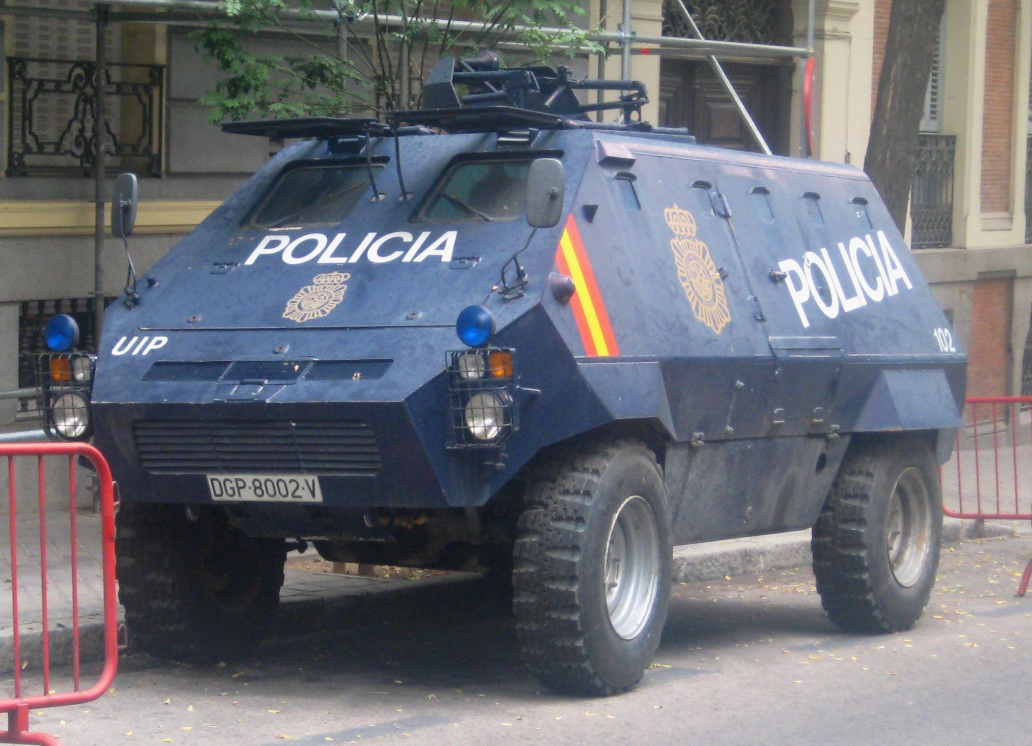 UR-416_Polic%C3%ADa_Nacional.JPG
