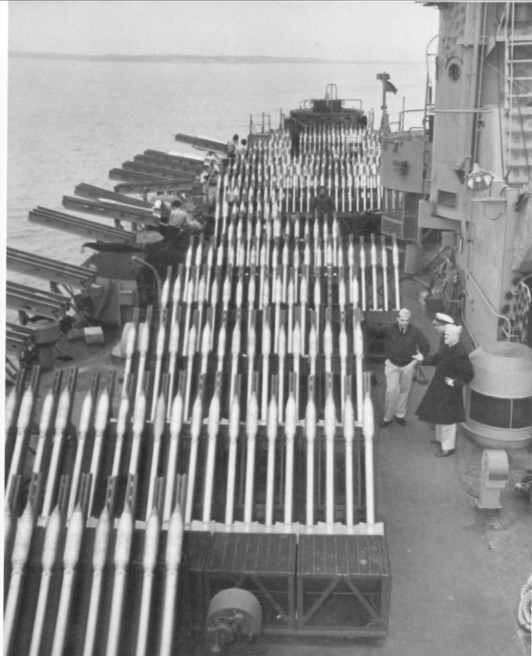USS_LSM%28R%29-188_rocket_launchers-1.jp