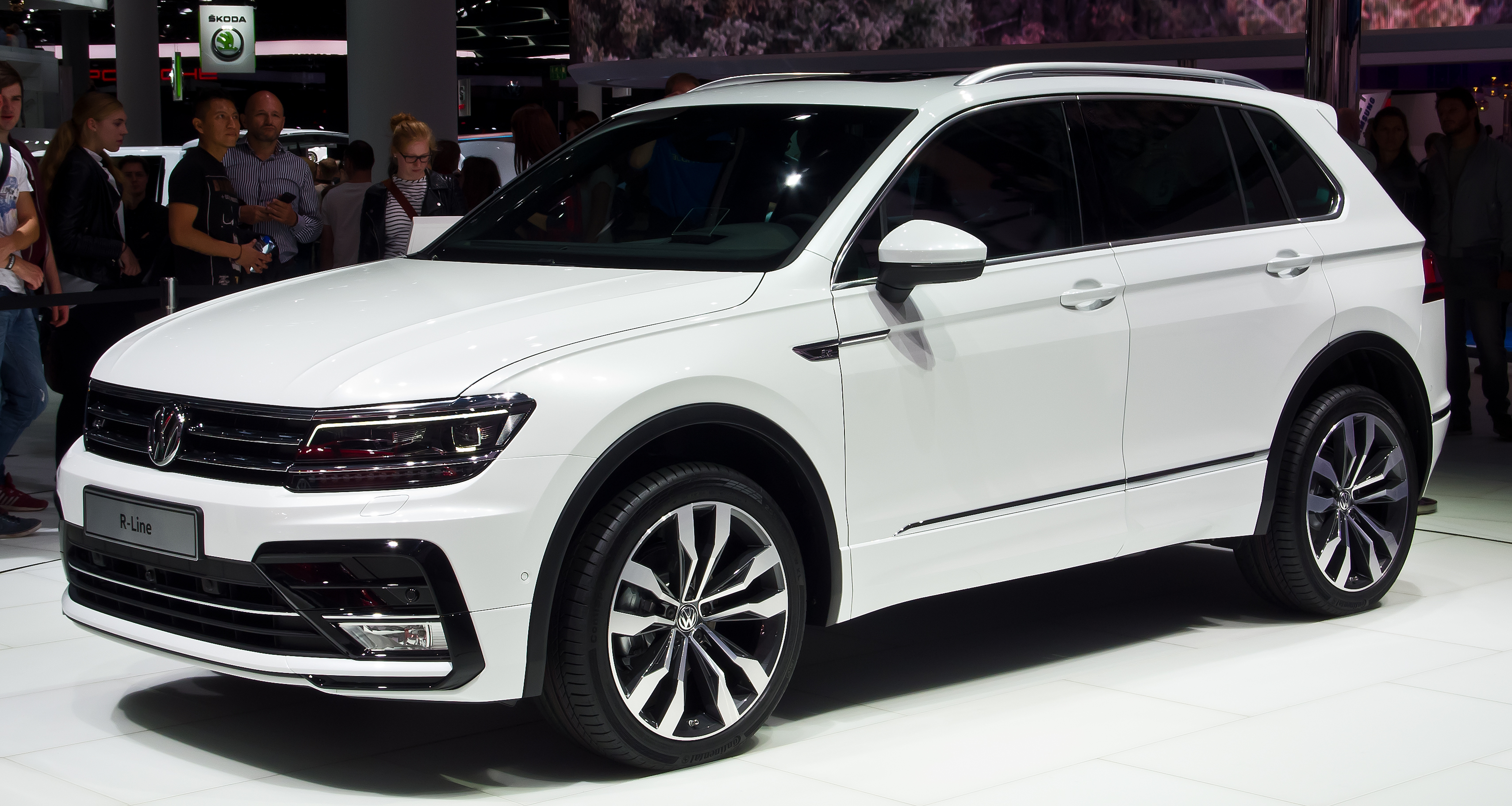 white front view Volkswagen Tiguan 2.0 TDI R-Line