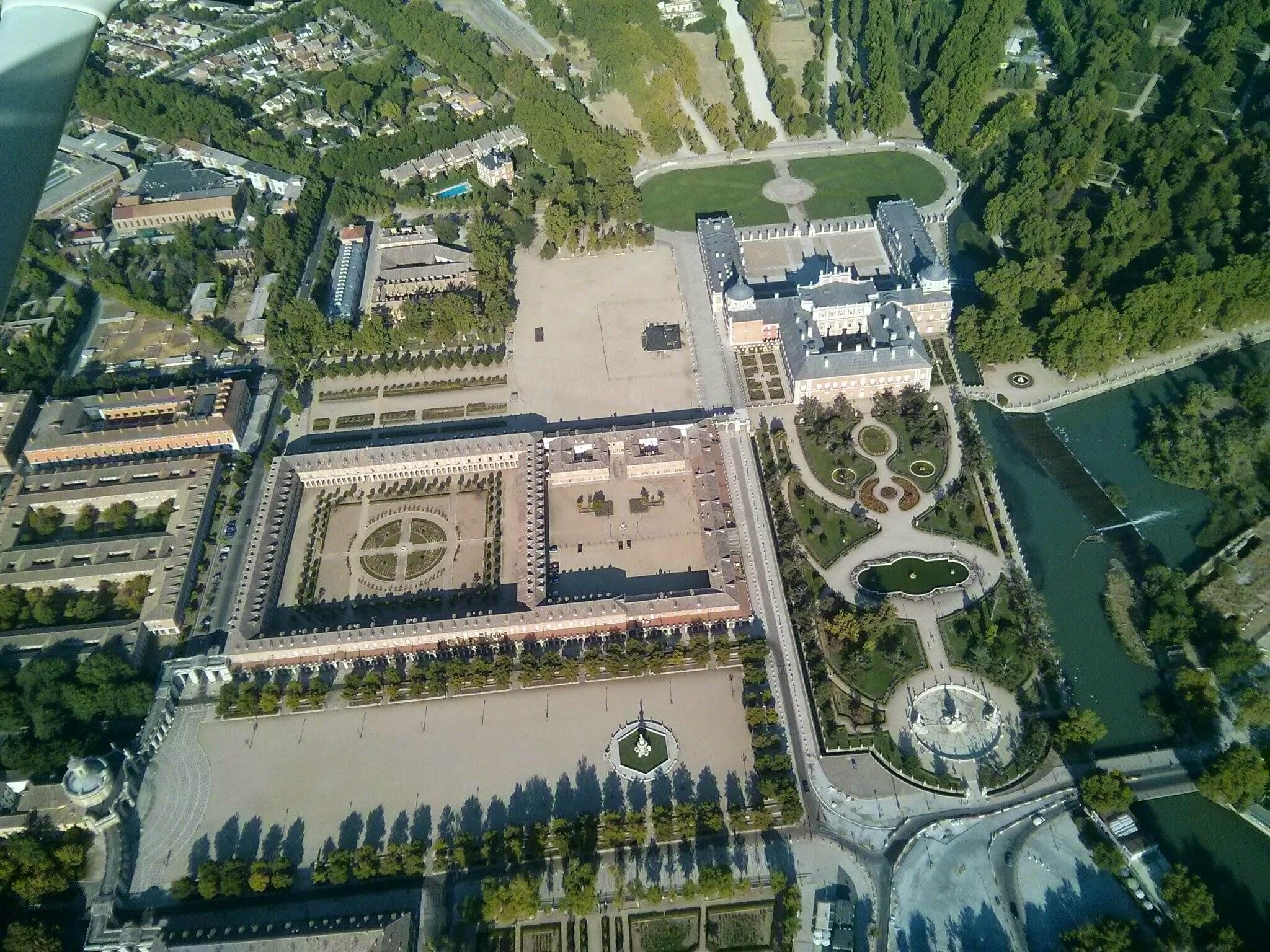 Archivo vista aerea del palacio de for Los jardines de aranjuez