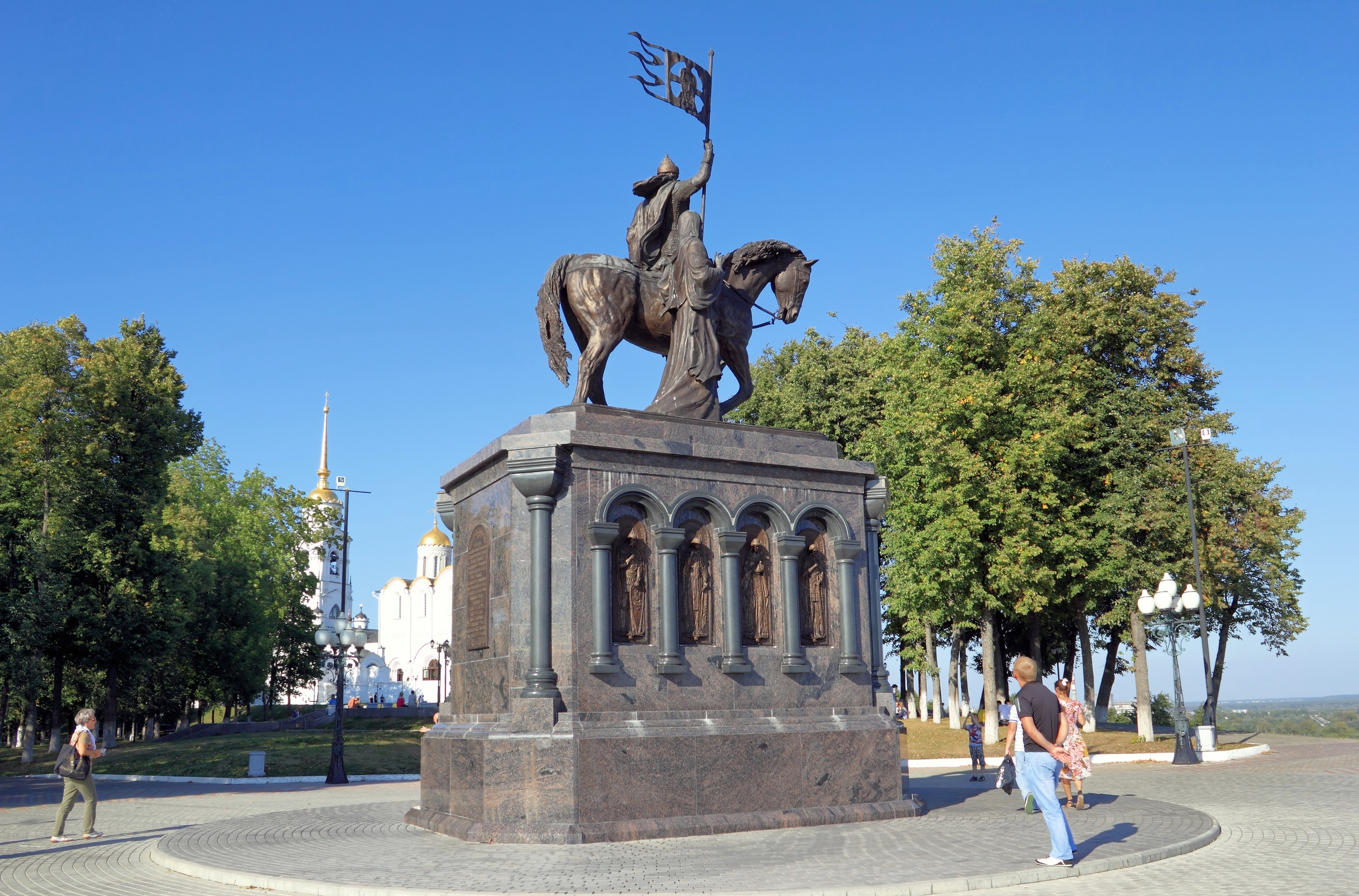 Where is the monument to Prince Vladimir in Moscow 80