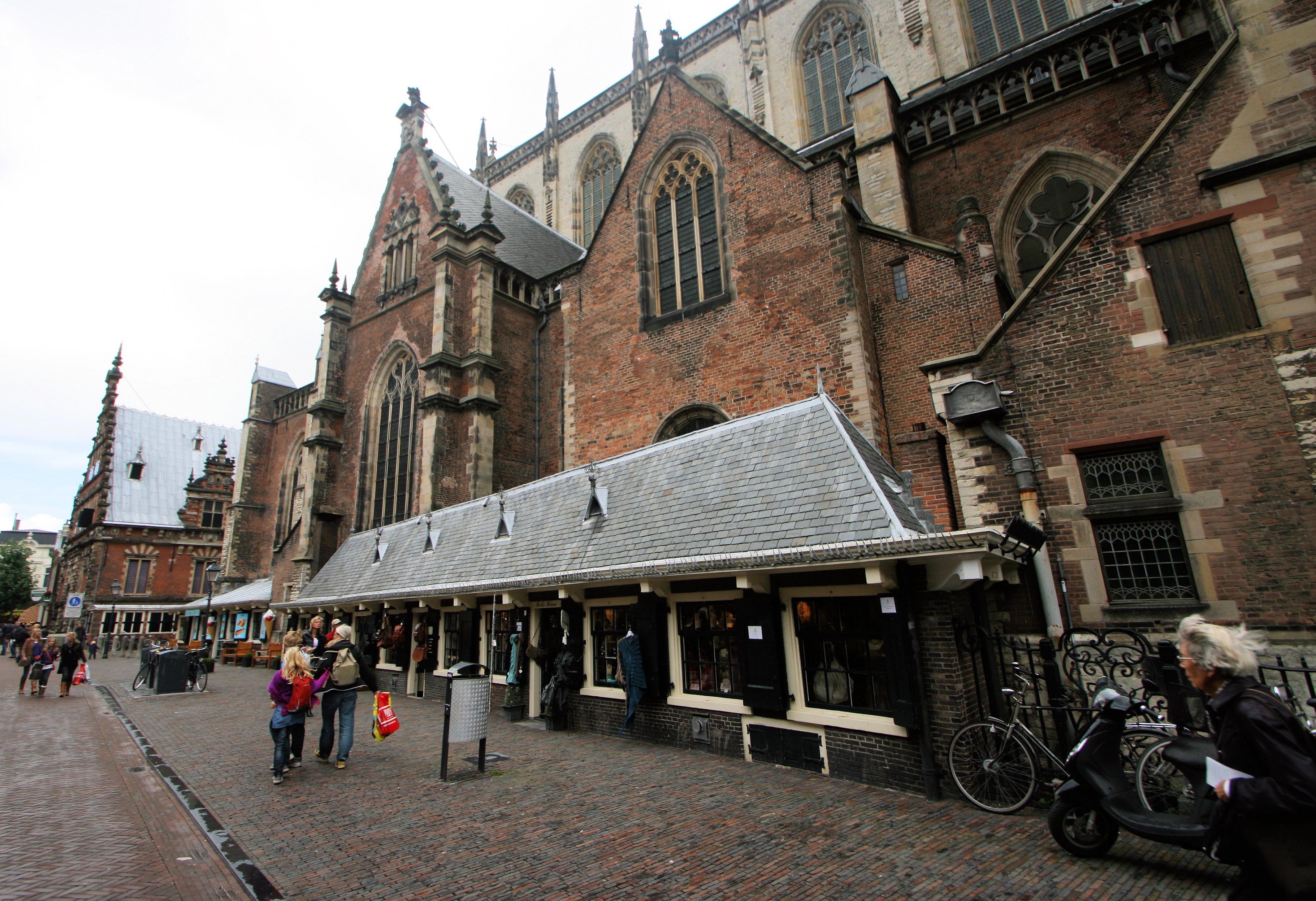 Ongekend Bestand:Wiki takes Haarlem - Oude Groenmarkt huisjes tegen kerk DV-53