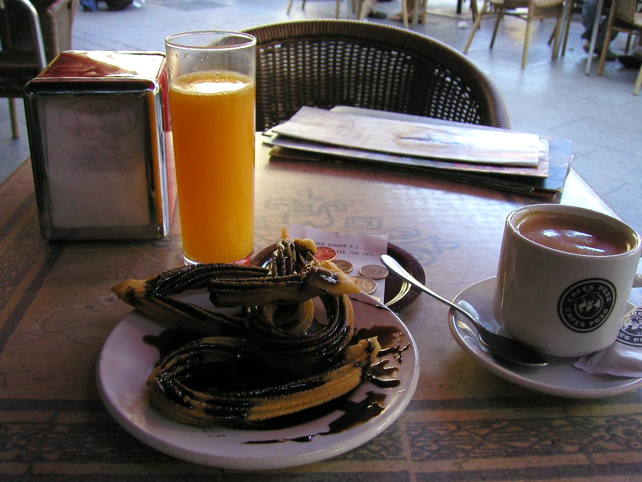 Jugo desayuno naranja y cafe de