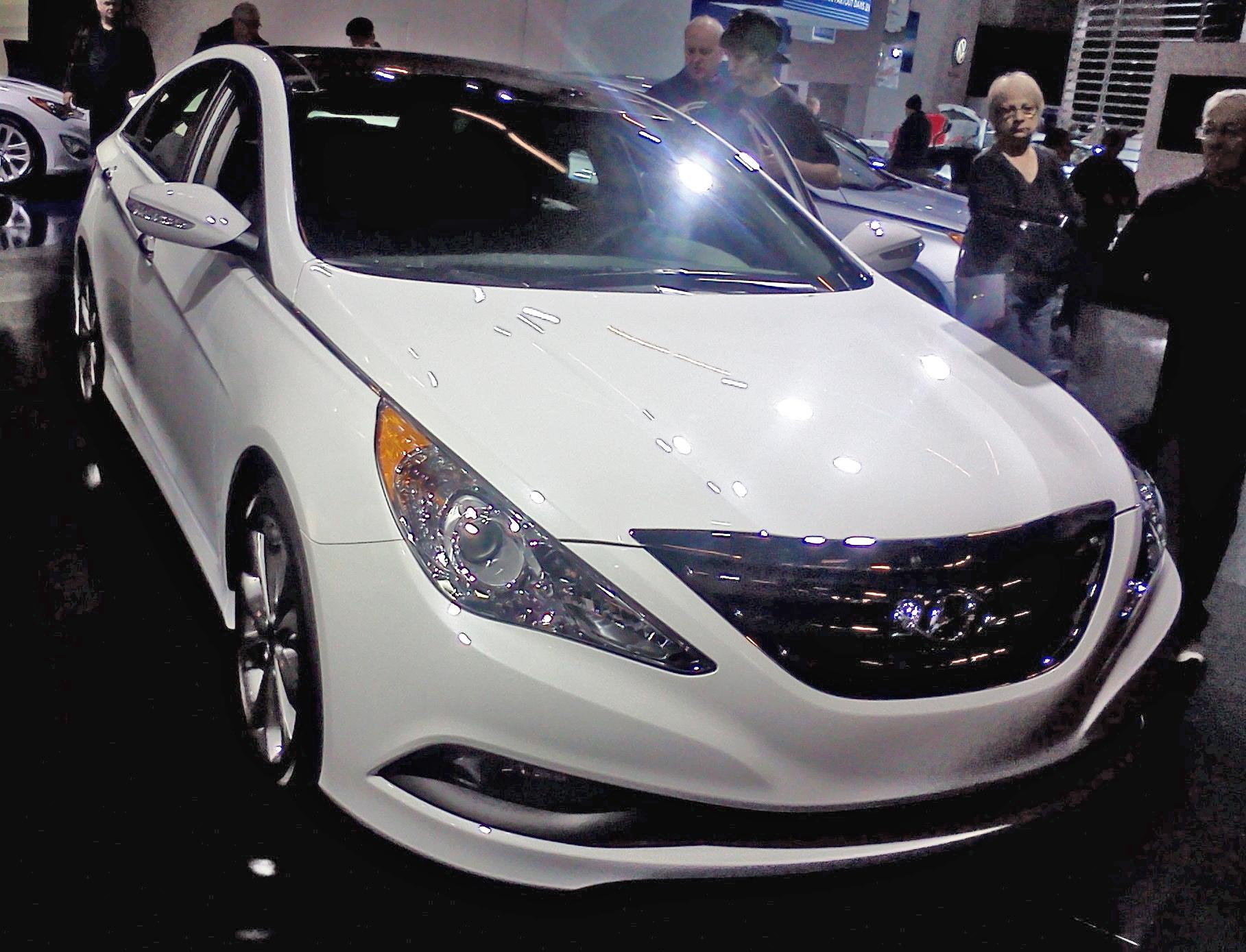 File:'14 Hyundai Sonata (MIAS '14).jpg - Wikimedia Commons