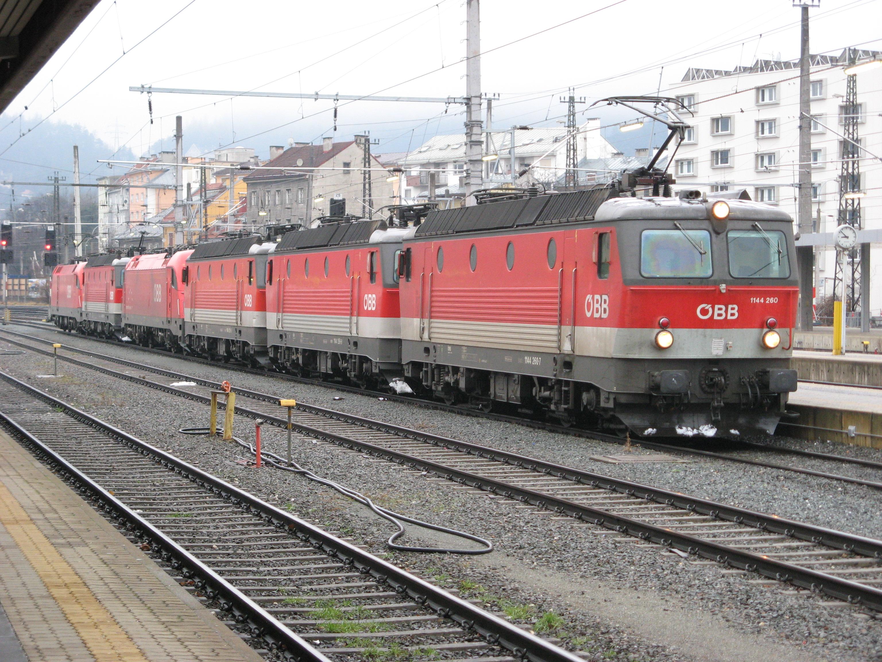 File:ÖBB 1144 260, Innsbruck Hbf. (2949749897).jpg