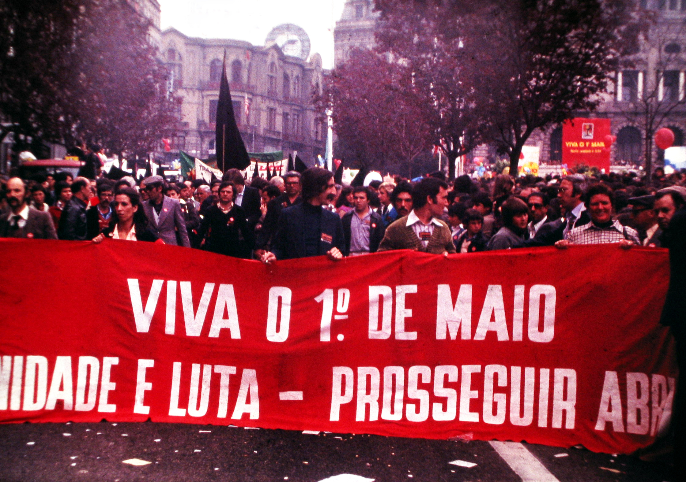 http://upload.wikimedia.org/wikipedia/commons/f/fe/1%C2%BA_Maio_1980_Porto_by_Henrique_Matos.jpg