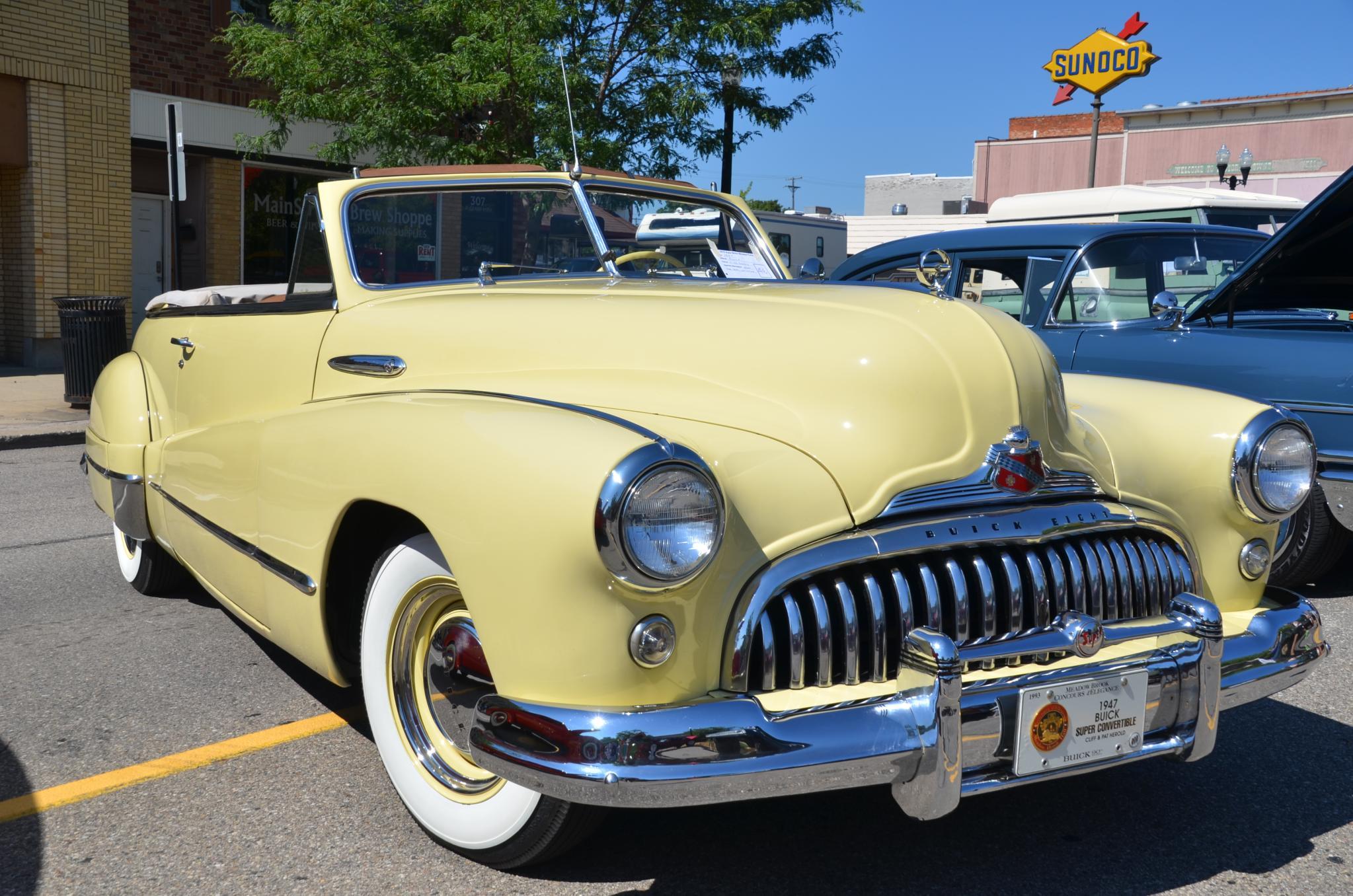 1947_Buick_Super_convertible_-_2015_Howe