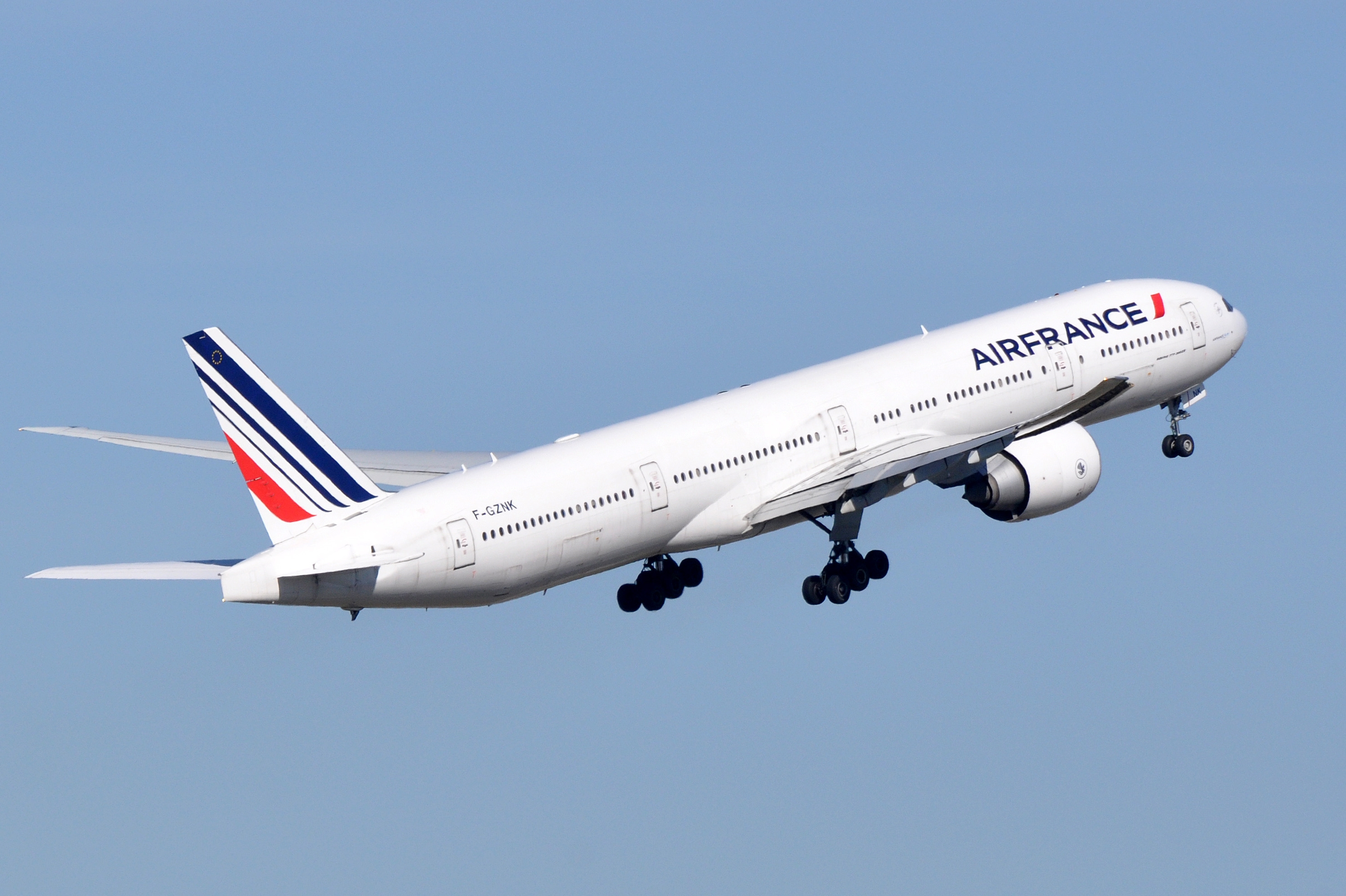 File air france boeing 777 328 er f gznk cdg for Boeing 777 air france interieur