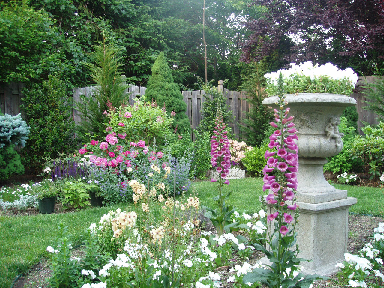 File an english garden designed by andrea lynn for Cottage garden plans designs