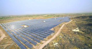 File:Astonfield 5 MW Solar Power Plant in Osiyan, Rajasthan.jpg