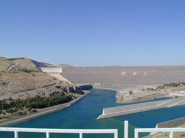 Плотина Ататюрка — Википедия