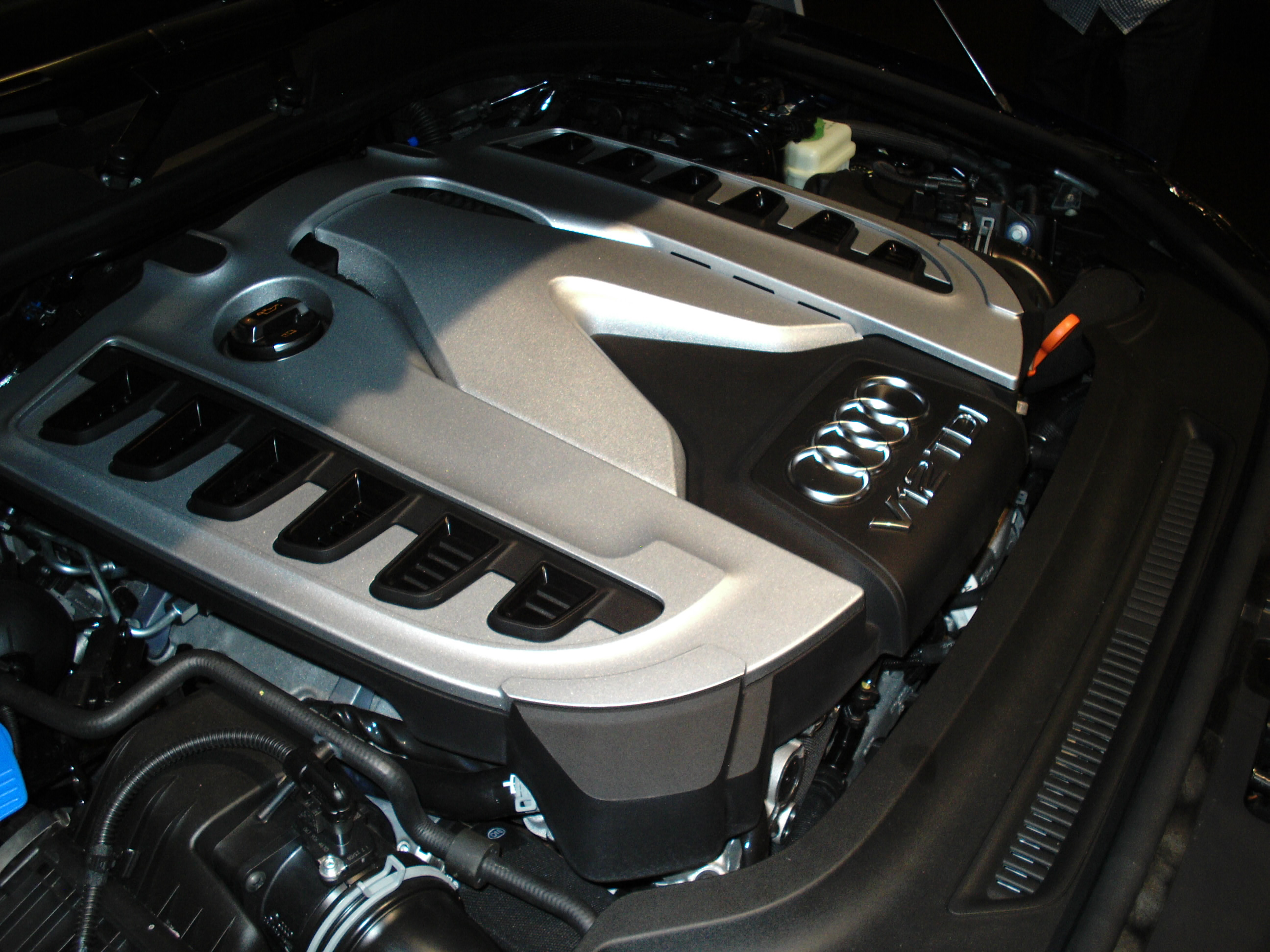 File Audi Q7 V12 Tdi Engine Side View Jpg Wikimedia Commons