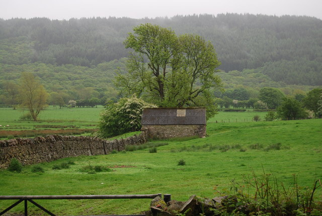 Barn by the track to Muncaster Head - geograph.org.uk - 1336383