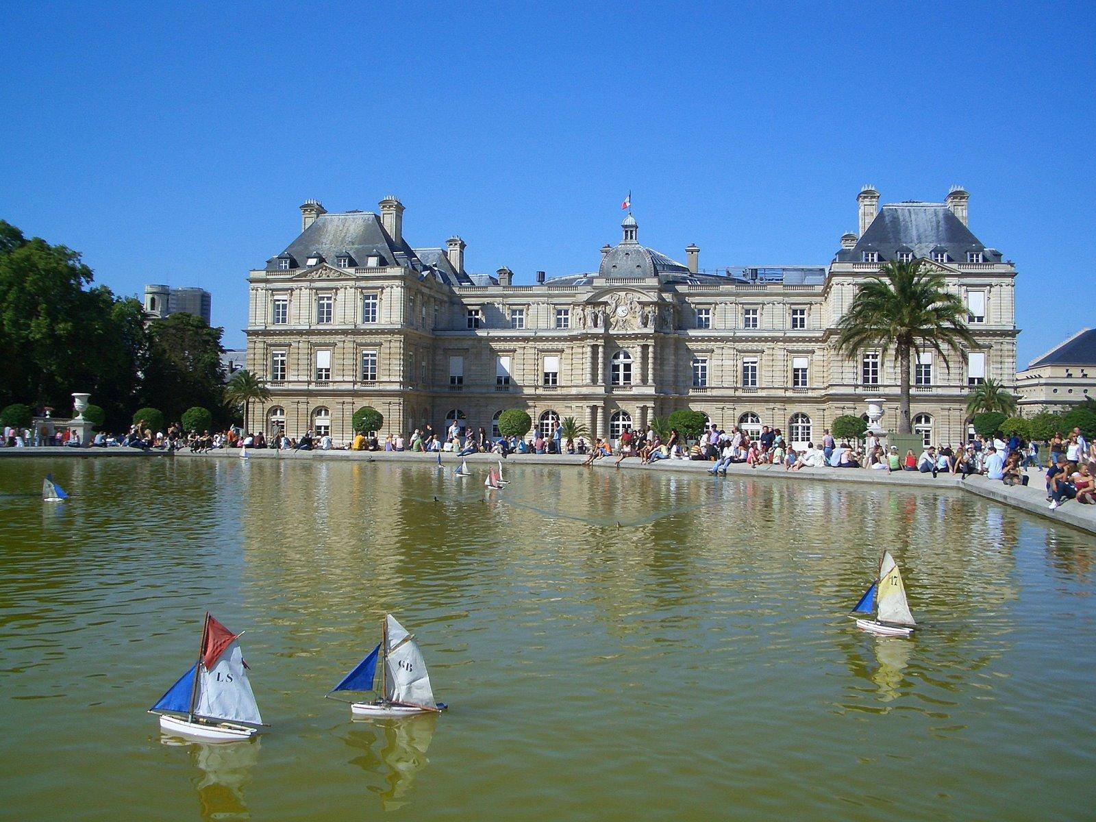 File bateaux du jardin du luxembourg jpg wikimedia commons for Au jardin du luxembourg