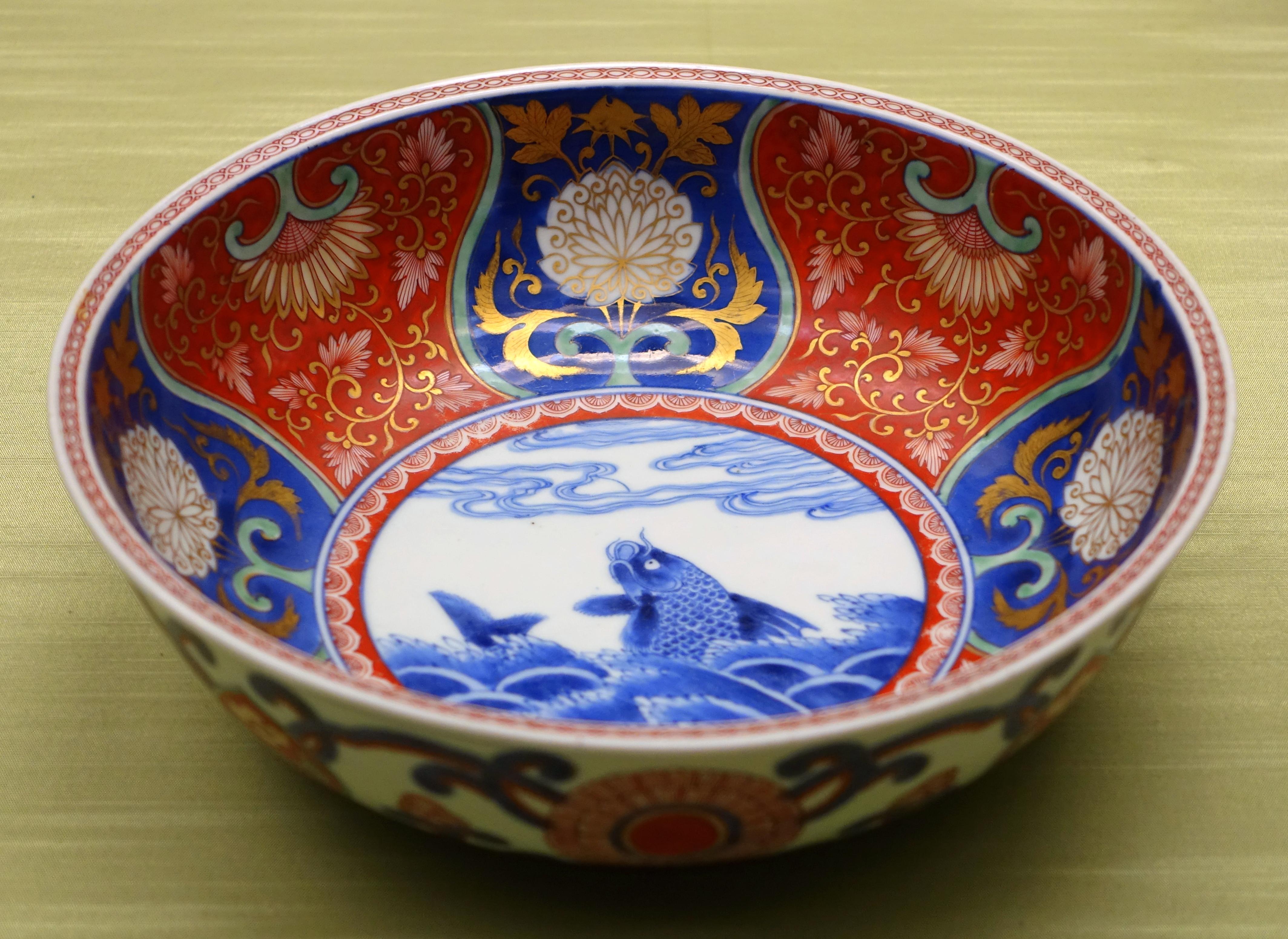 File:Bowl with rough waves design, 8 of 8, Imari ware, Edo period