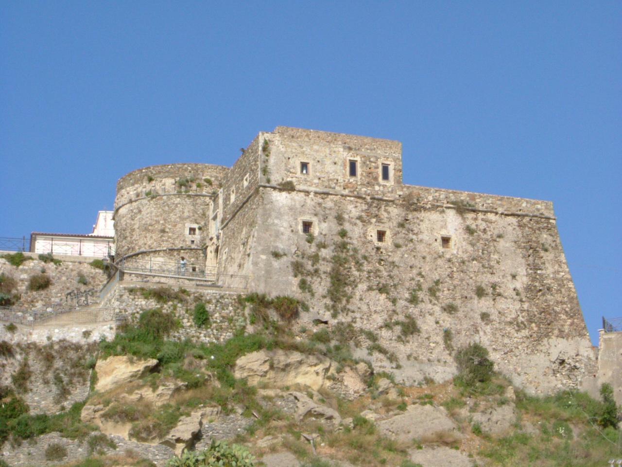 File castello di pizzo calabro jpg wikimedia commons for Planimetrie della camera a castello