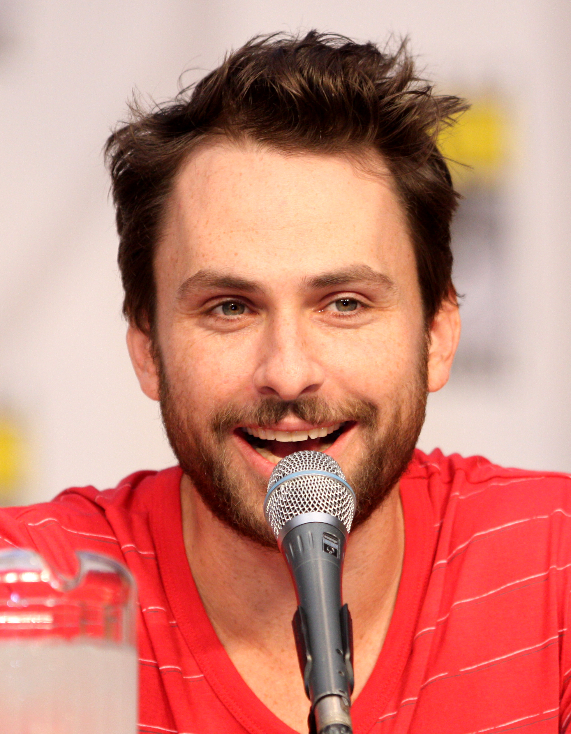The 41-year old son of father Thomas C. Day and mother Mary Day, 169 cm tall Charlie Day in 2017 photo