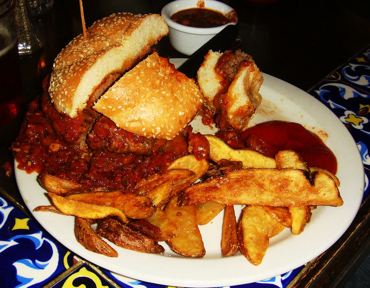 File:Chili burger (cropped).jpg - Wikimedia Commons