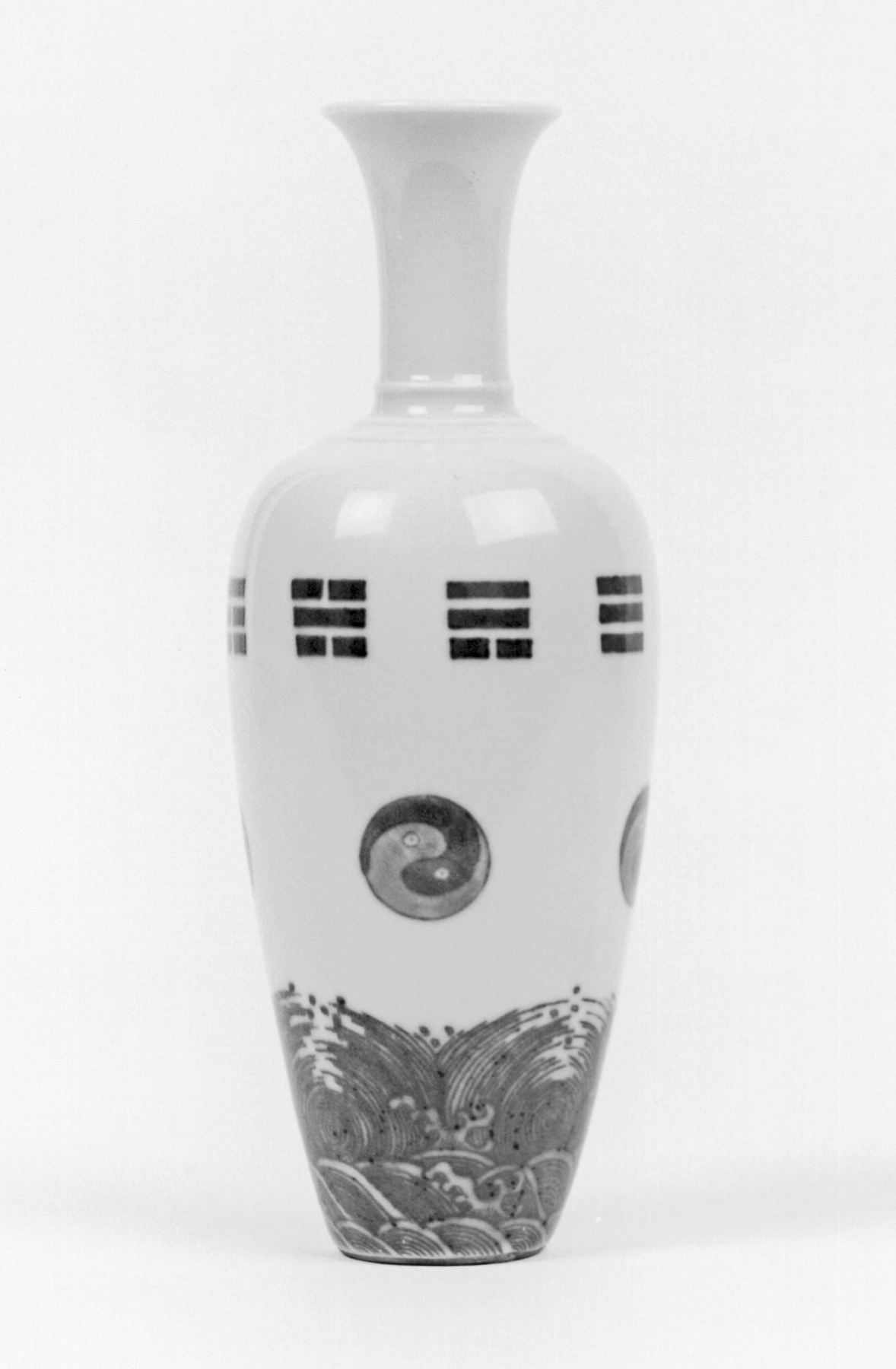A picture of a vase with a Taijitu (Yin-Yang) on it.