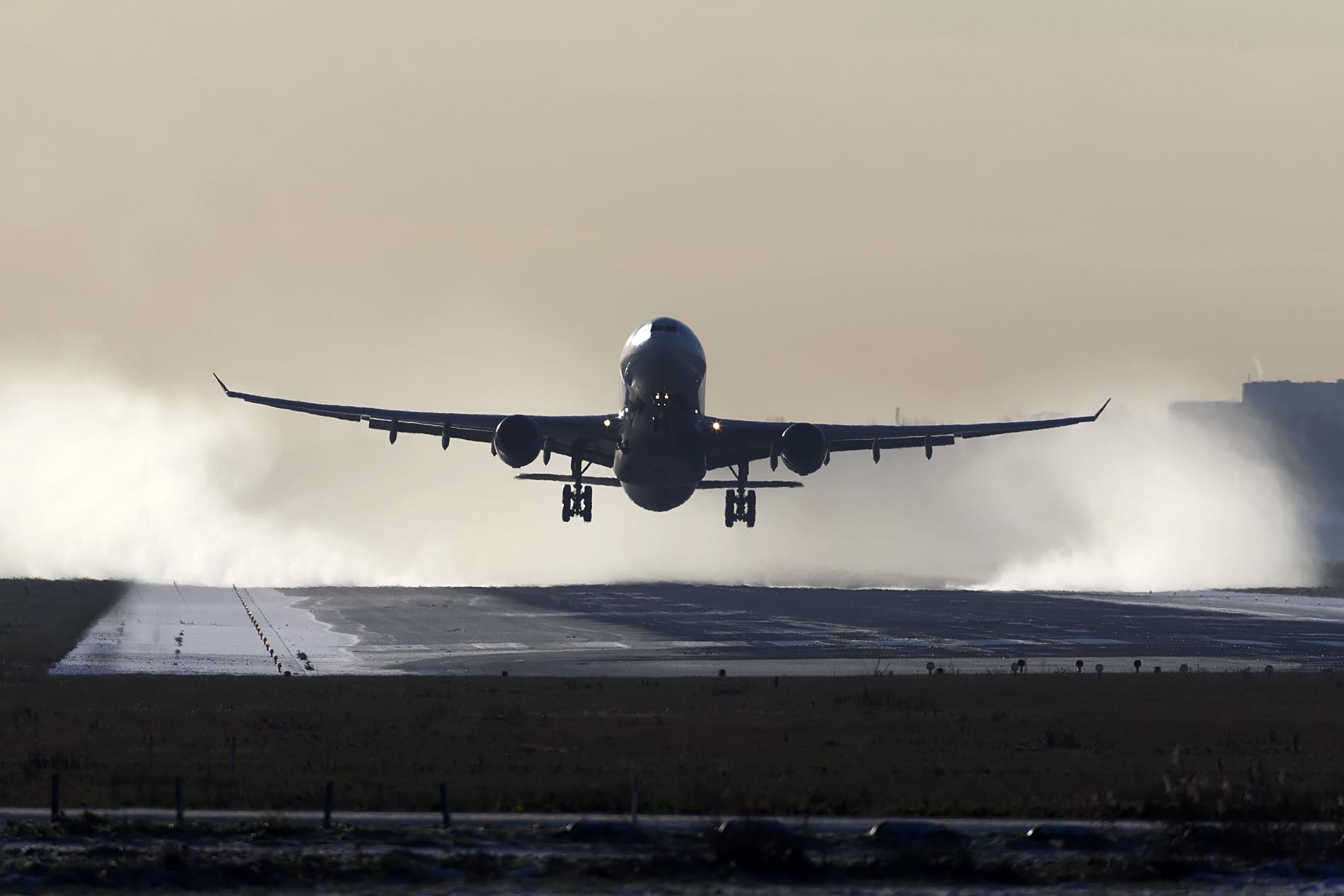 File:Delta A330 take off (8251201991).jpg
