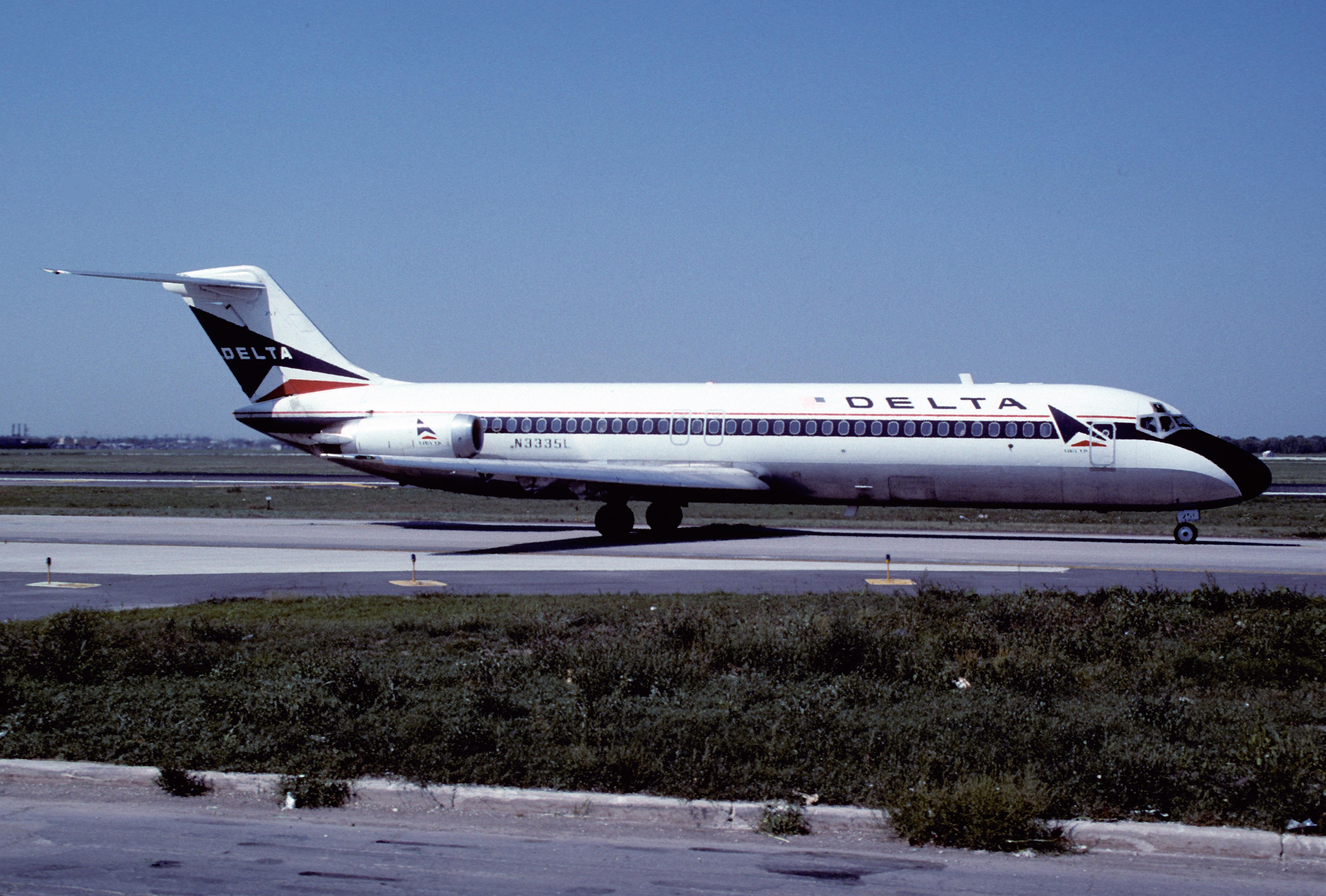 Filedelta air lines dc 9 32 n3335lord october 1988 atn filedelta air lines dc 9 32 n3335lord october publicscrutiny Gallery