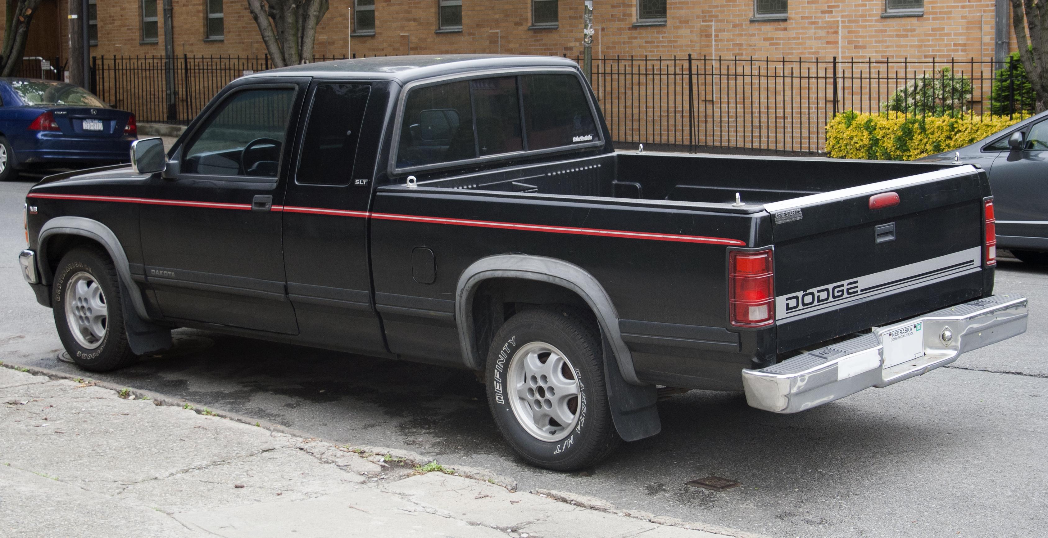 File:Dodge Dakota V8 SLT extcab.jpg - Wikimedia Commons