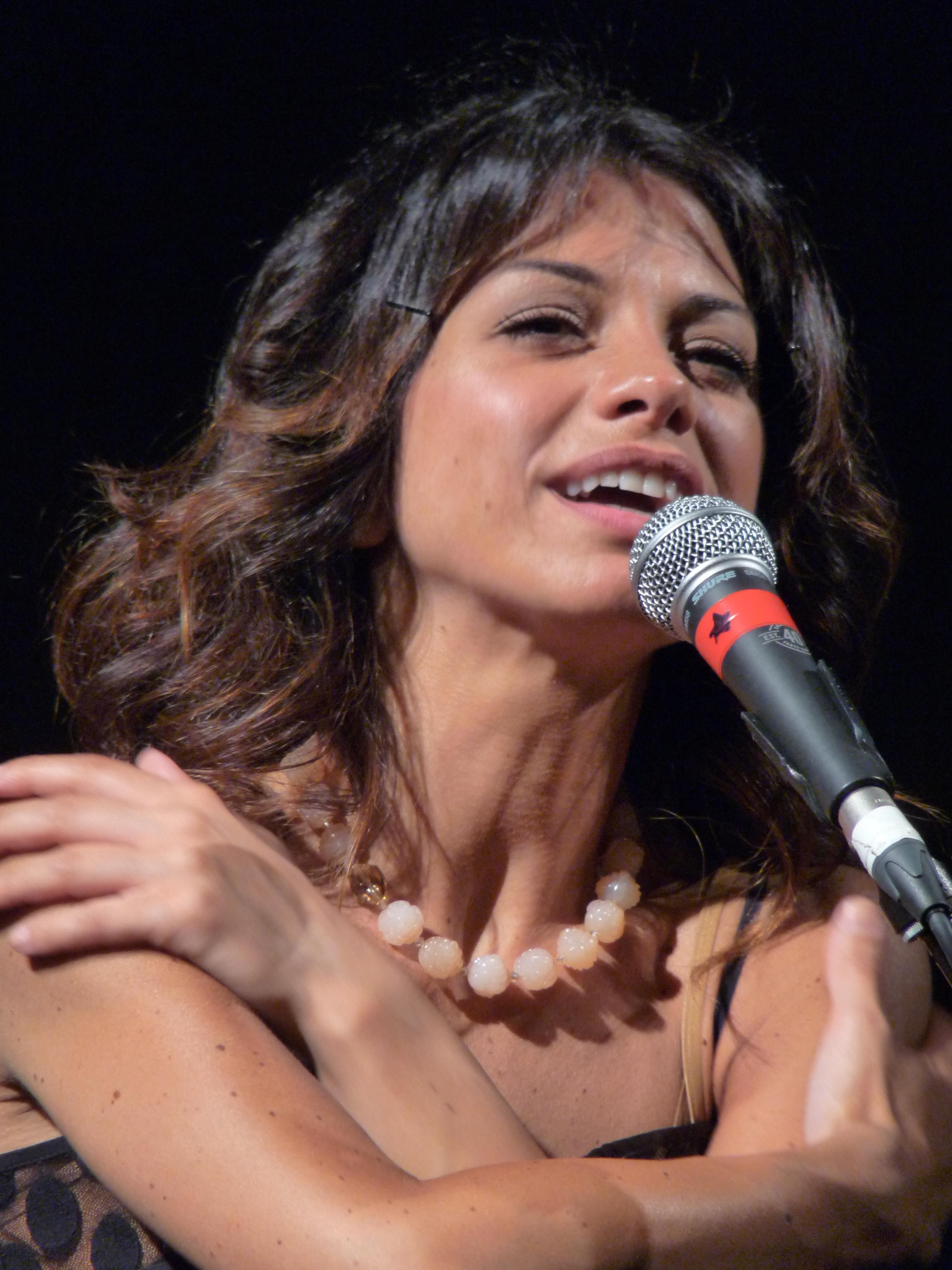 Dolcenera in concerto a Sanremo 2009.