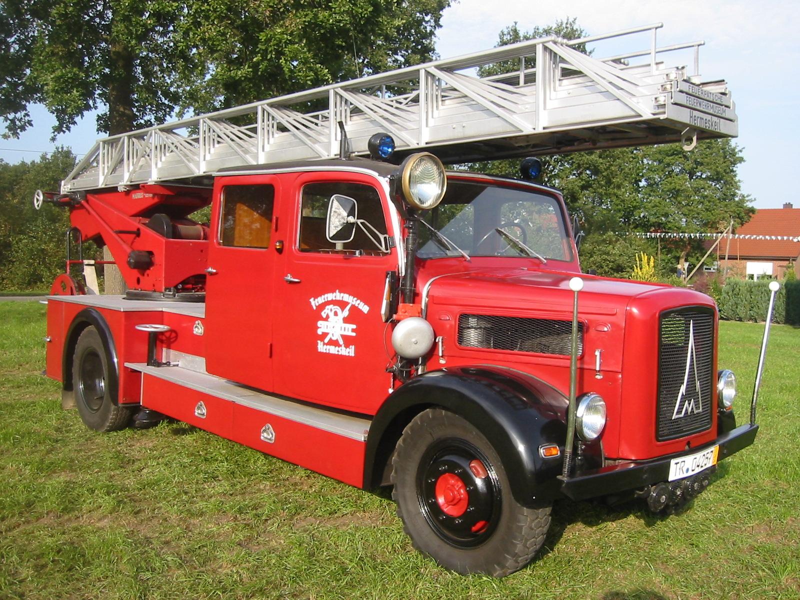 historische Drehleiter von 1952, Rheinland-Pfälzisches Feuerwehrmuseum Hermeskeil