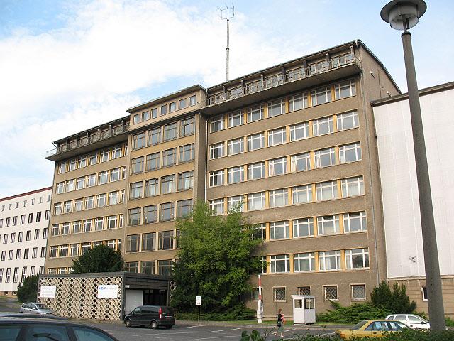 Ehemalige_Zentrale_der_Stasi_%28Former_secret_police_headquarters%29_-_geo-en.hlipp.de_-_13808.jpg