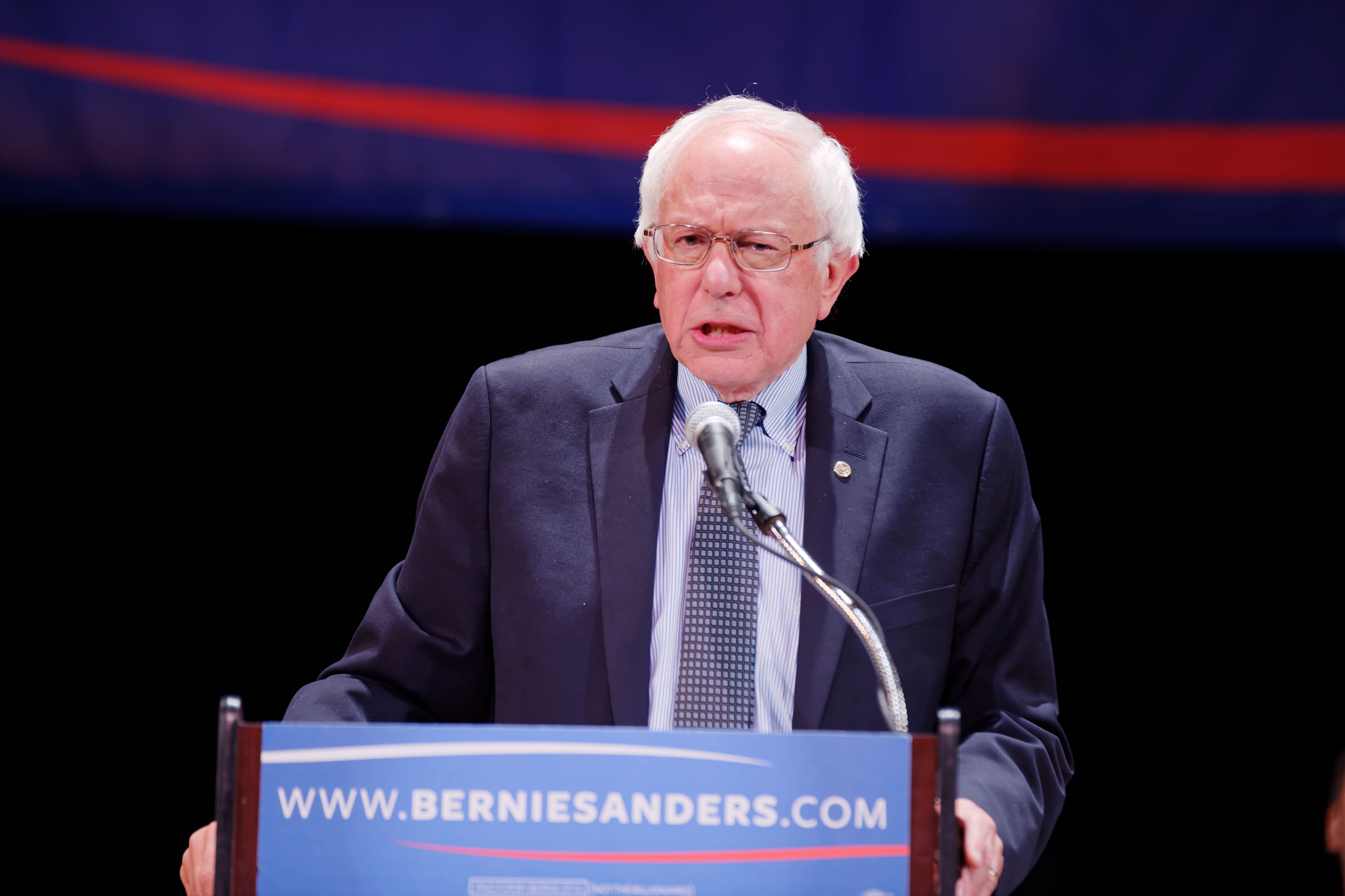 Election 2016- Bernie Sanders NYC Fundraiser Draws Campaign Supporters Who Are 'Feelin' The Bern' (21633695016).jpg