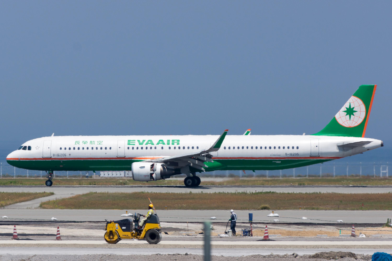 File:Eva Airways, A321-211, B-16205 (18306346731).