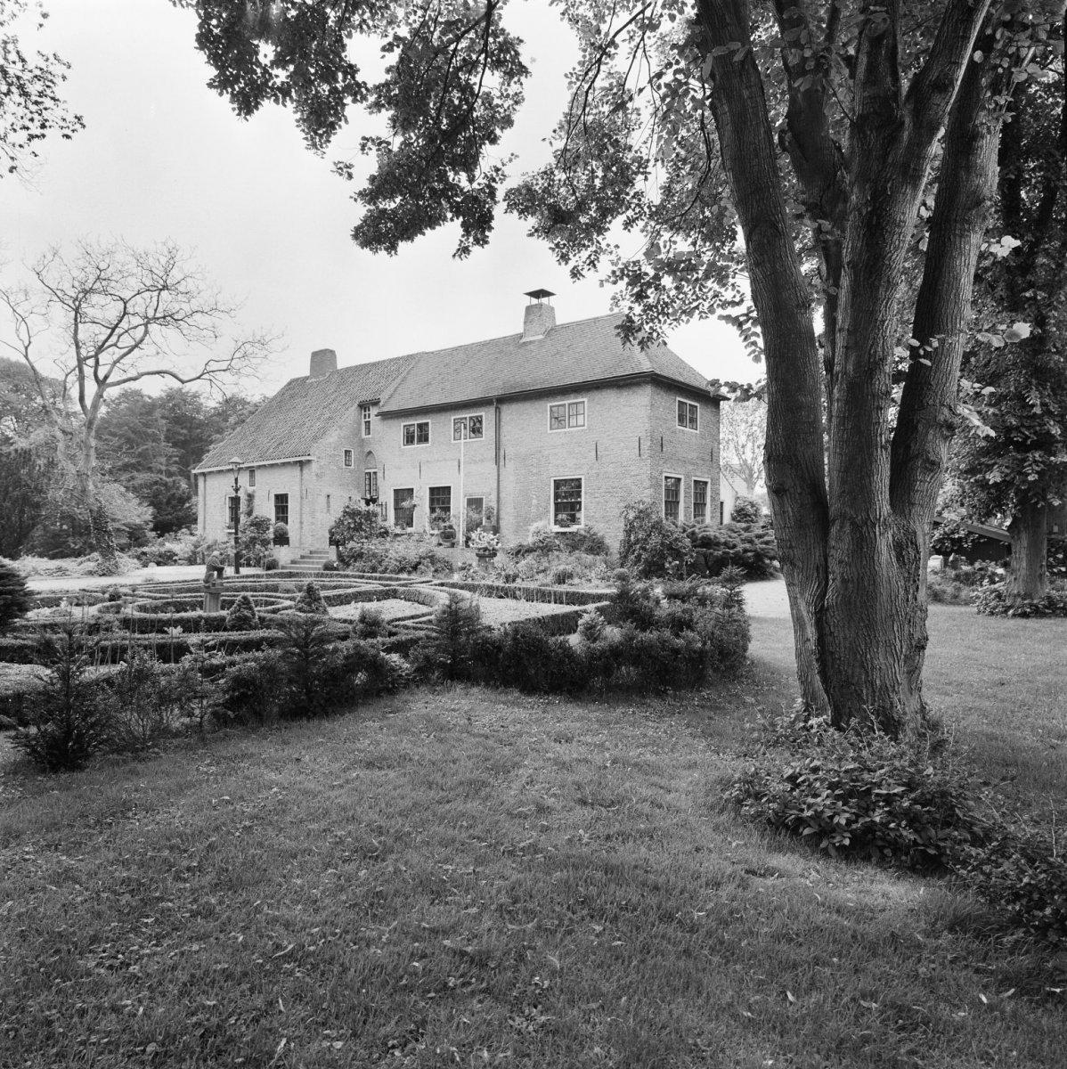 File exterieur overzicht voorgevel oostvoorne 20267663 wikimedia commons - Huis exterieur picture ...