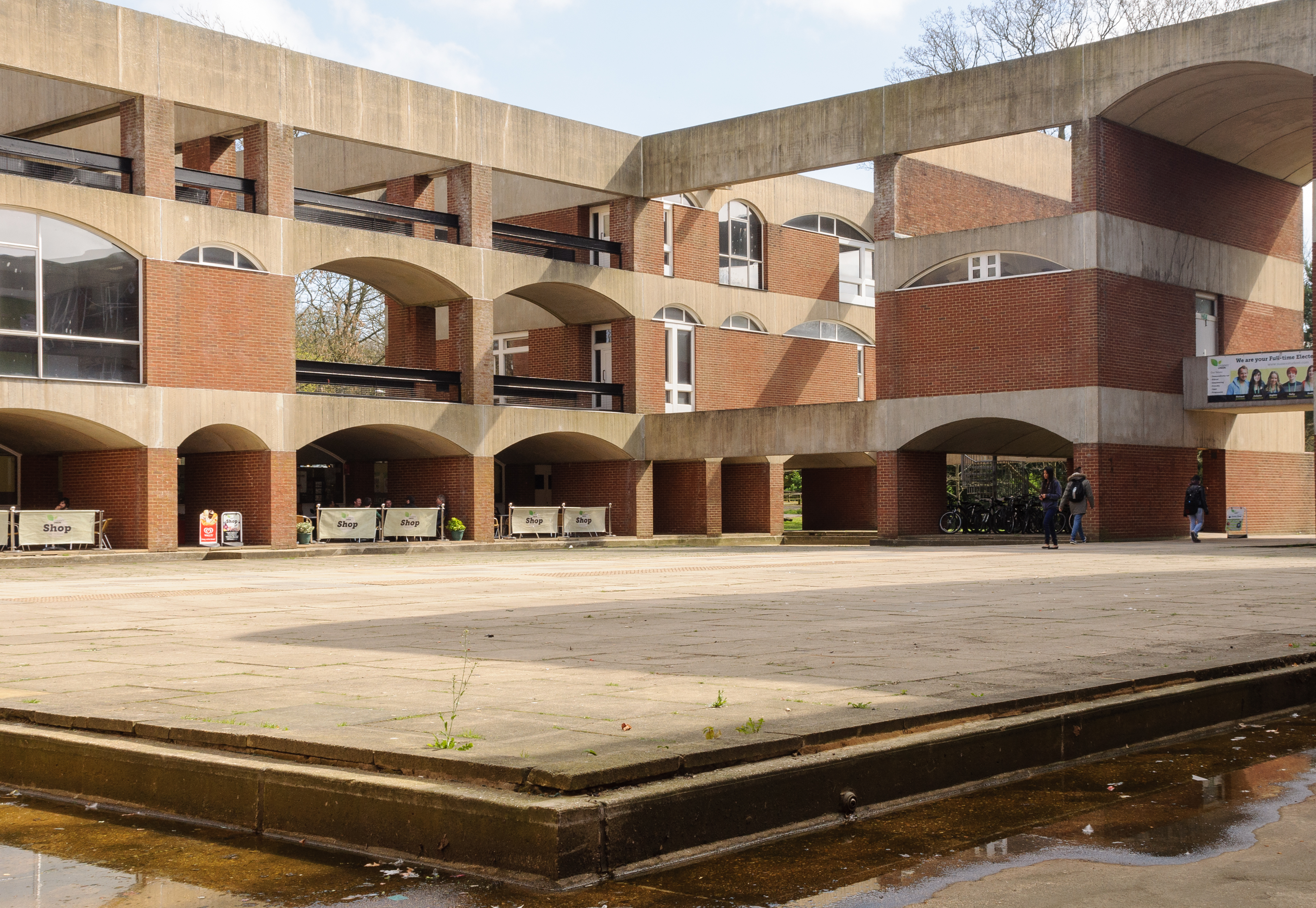 File Falmer House Inner Courtyard Showing Arches Building
