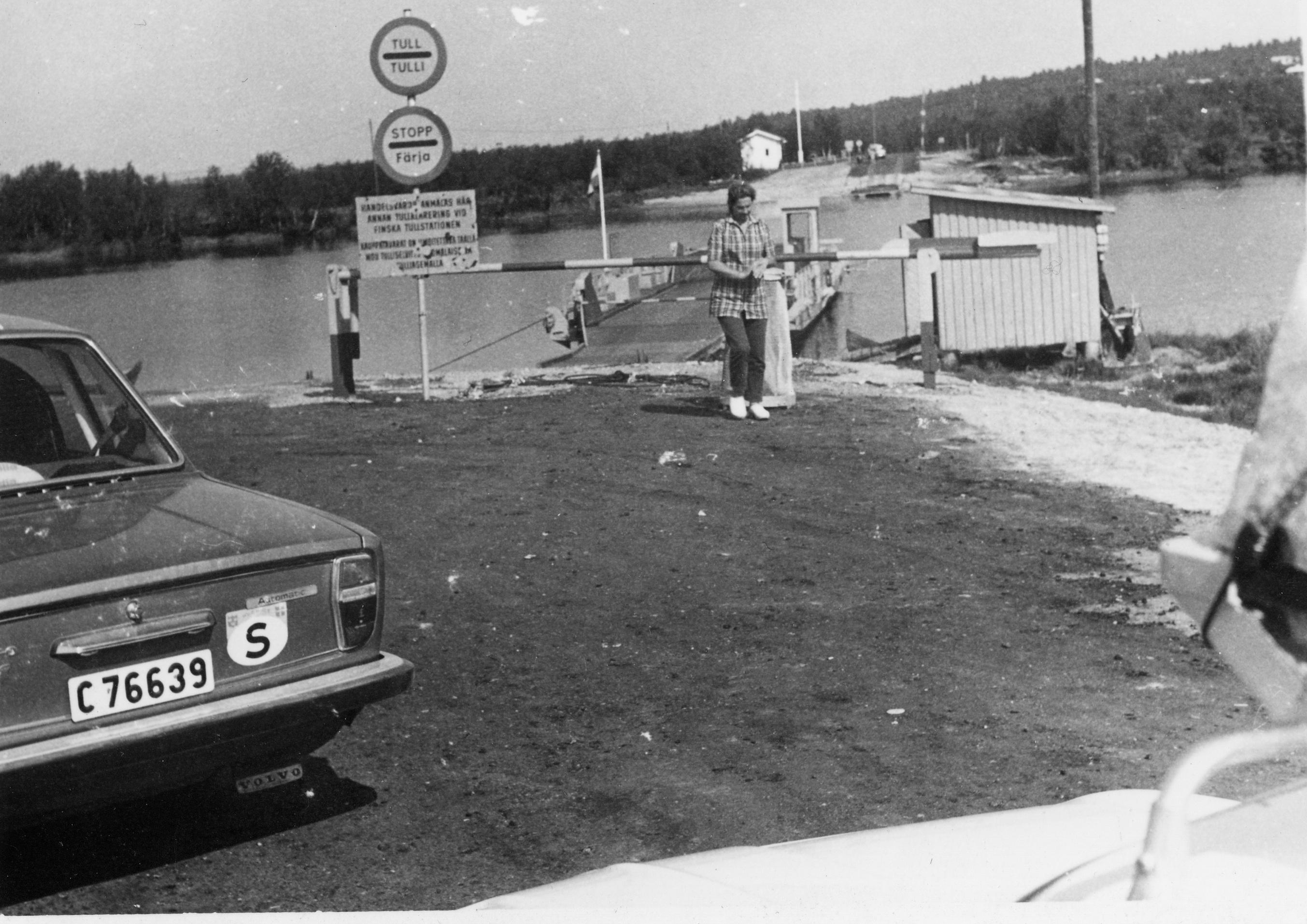 Ferry_in_karesuando_1972.jpg