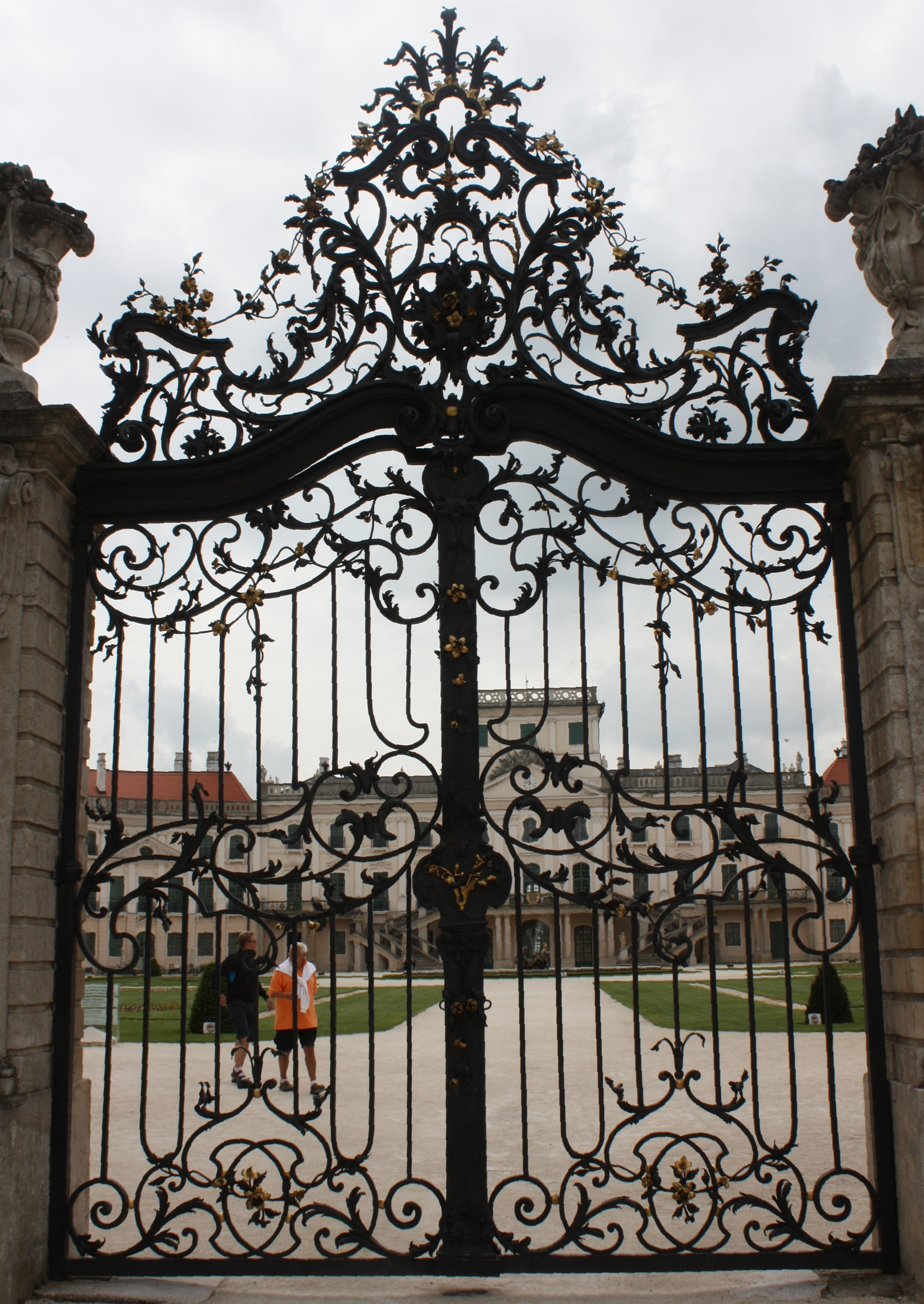 Filefertöd Château Wrought Iron Gatejpg Wikimedia Commons