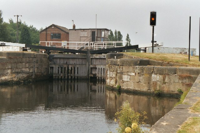 Fishpond Lock No 3, Aire and Calder Canal, Leeds - geograph.org.uk - 57605