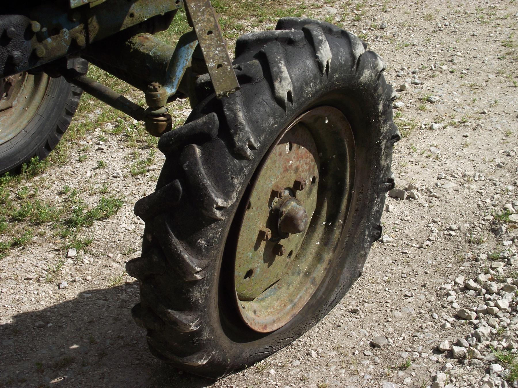 file flat tire on belarus. Black Bedroom Furniture Sets. Home Design Ideas