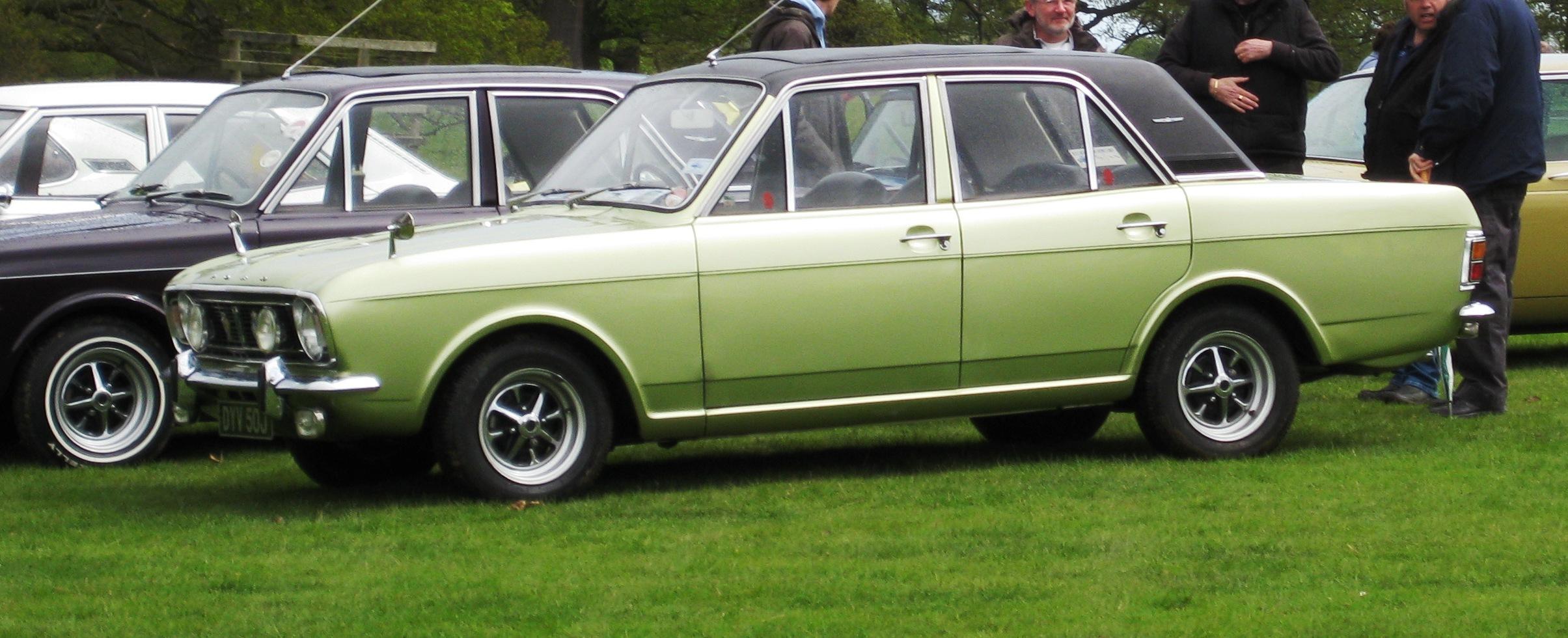 Description Ford Cortina 1600E 1599cc Oct 1970.JPG